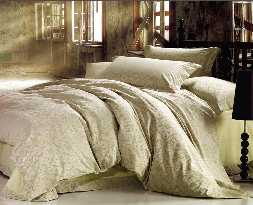 Комплект белья Arya Cassia, 2-спальный, наволочки 50x7068/5/3Роскошный комплект постельного белья линии Romance Жаккард состоит изпододеяльника, простыни и четырех наволочек, изготовлен изхлопкового жаккарда. Жаккард – это ткань с уникальным рисунком, который создают на специальномстанке. Из-за сложного плетения эта ткань довольно жесткая,поэтому используют ее только для верхней стороны пододеяльника и наволочек.Хлопковый жаккард соединяет в себе все плюсы натуральнойткани и сложного плетения: хорошо впитывает влагу, дышит, долговечен ипрочнее любой ткани, кроме натурального шелка. В сатине высокой плотности нити очень сильно скручены, поэтому ткань гладкая инемного блестит. Комплект из плотного сатина прослужитдольше любого другого хлопкового белья. Благодаря диагональномупересечению нитей, он почти не мнется, но по гладкости и мягкости уступаетатласным тканям.