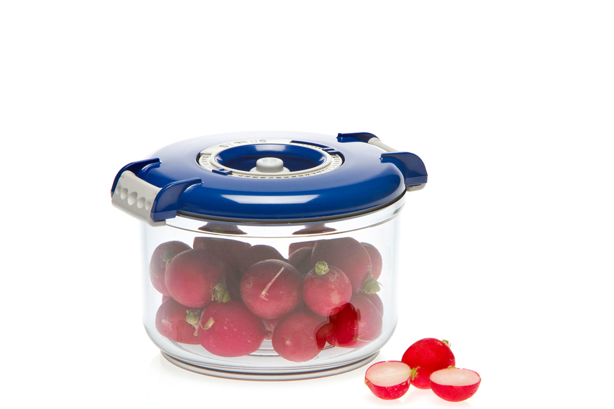 """Вакуумный контейнер """"Status"""" рекомендован для хранения следующих продуктов: фрукты, овощи, хлеб, колбасы, сыры, сладости, соусы, супы. Благодаря использованию вакуумных контейнеров, продукты не подвергаются внешнему воздействию и срок хранения значительно увеличивается. Продукты  сохраняют свои вкусовые качества и аромат, а запахи в холодильнике не перемешиваются. Контейнер изготовлен из прочного хрустально-прозрачного тритана. На крышке - индикатор даты (месяц, число). Допускается замораживание (до -21 °C), мойка контейнера в посудомоечной машине, разогрев в СВЧ (без крышки). Объем контейнера: 0,75 л. Размер: 13 х 10 см."""