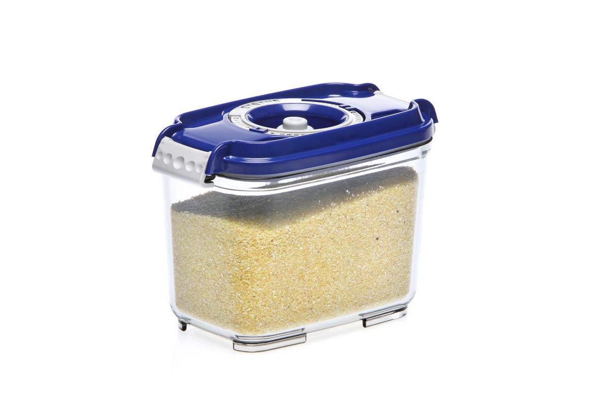 """Вакуумный контейнер """"Status"""" рекомендован для хранения следующих продуктов: фрукты, овощи, хлеб, колбасы, сыры, сладости, соусы, супы. Благодаря использованию вакуумных контейнеров, продукты не подвергаются внешнему воздействию и срок хранения значительно увеличивается. Продукты  сохраняют свои вкусовые качества и аромат, а запахи в холодильнике не перемешиваются. Контейнер изготовлен из прочного хрустально-прозрачного тритана. На крышке - индикатор даты (месяц, число). Допускается замораживание (до -21 °C), мойка контейнера в посудомоечной машине, разогрев в СВЧ (без крышки). Объем контейнера: 0,8 л. Размер: 15,5 х 9 х 10,5 см."""