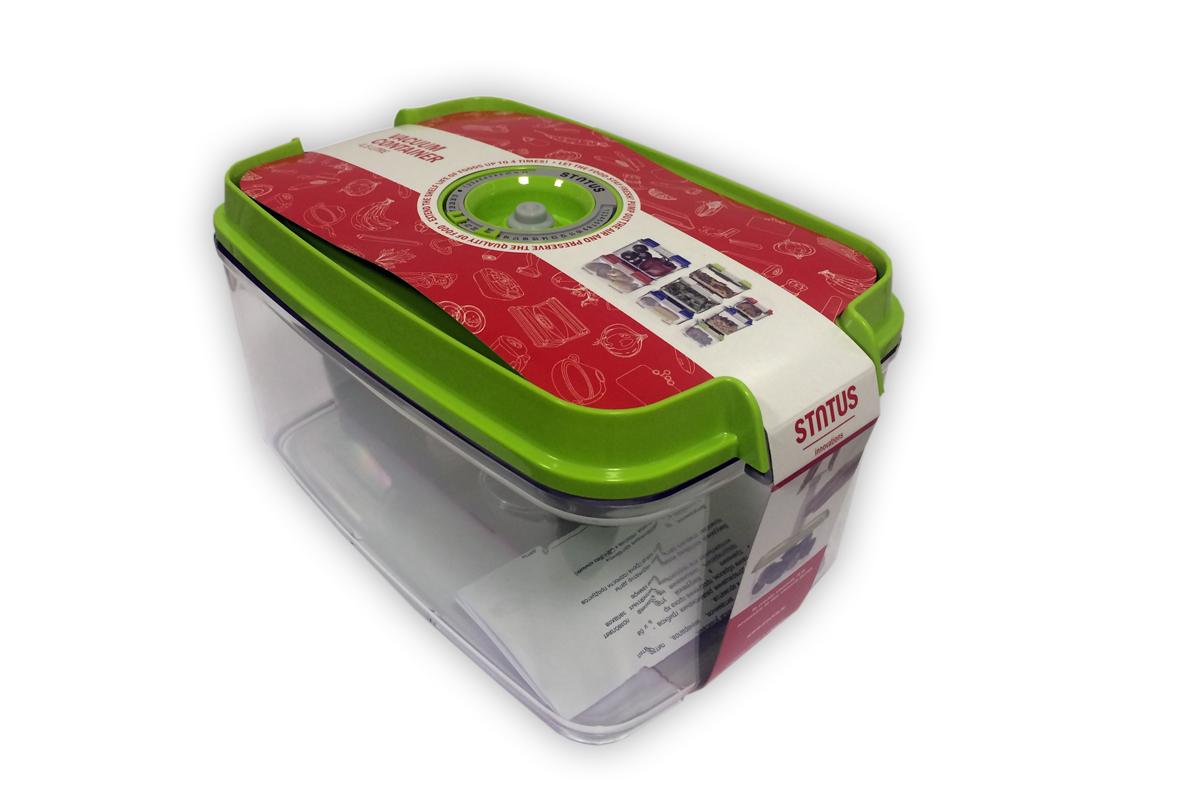 Контейнер вакуумный Status, цвет: прозрачный, зеленый, 4,5 лVAC-REC-45 GreenВакуумный контейнер Status рекомендован для хранения следующих продуктов: фрукты, овощи, хлеб, колбасы, сыры, сладости, соусы, супы. Благодаря использованию вакуумных контейнеров, продукты не подвергаются внешнему воздействию и срок хранения значительно увеличивается. Продуктысохраняют свои вкусовые качества и аромат, а запахи в холодильнике не перемешиваются. Контейнер изготовлен из прочного хрустально-прозрачного тритана. На крышке - индикатор даты (месяц, число). Допускается замораживание (до -21 °C), мойка контейнера в посудомоечной машине, разогрев в СВЧ (без крышки). Объем контейнера: 4,5 л. Размер: 29,5 x 18,5 x 11,5 см.