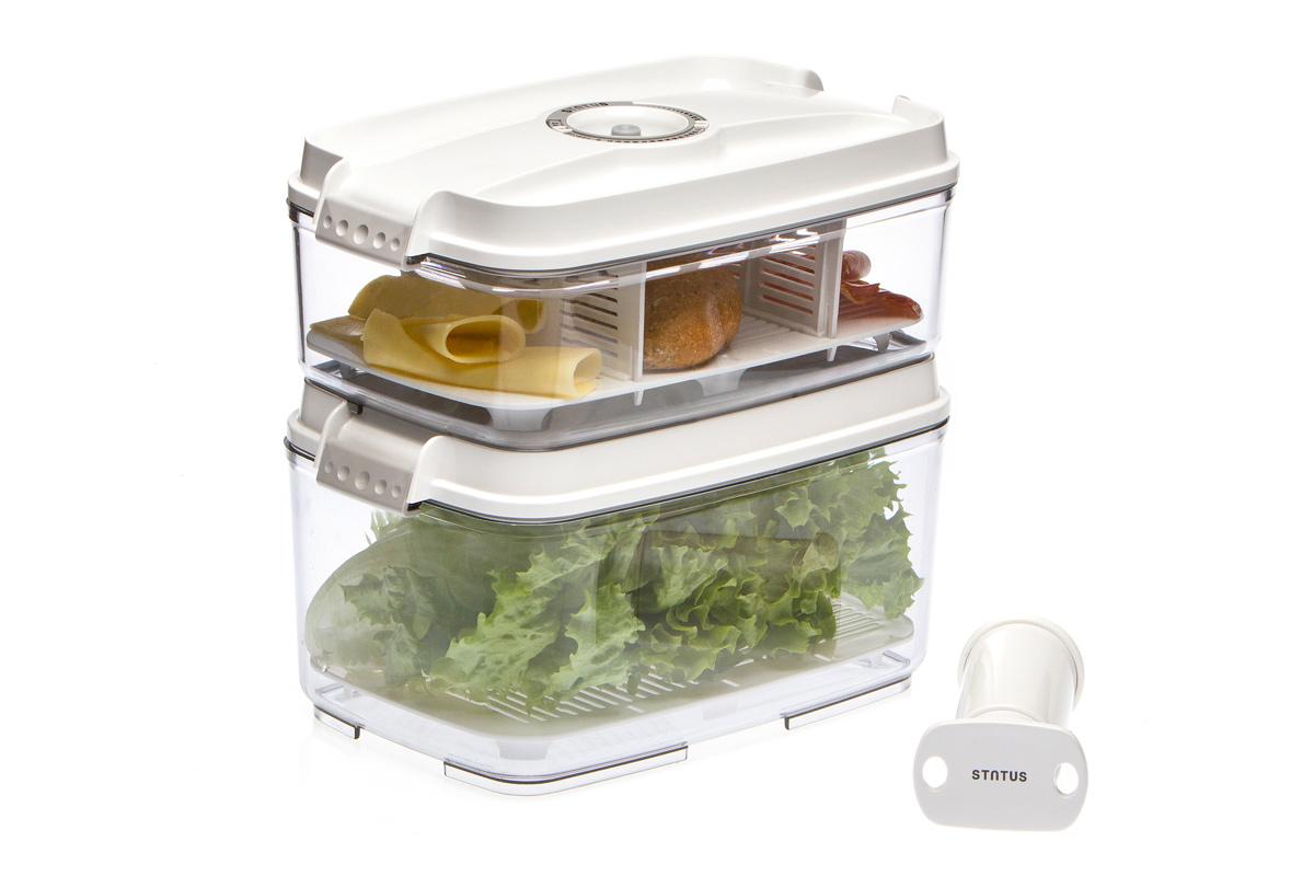 """Набор вакуумных контейнеров """"Status"""" рекомендован для хранения следующих продуктов: фрукты, овощи, хлеб, колбасы, сыры, сладости, соусы, супы. Благодаря использованию вакуумных контейнеров, продукты не подвергаются внешнему воздействию и срок хранения значительно увеличивается. Продукты  сохраняют свои вкусовые качества и аромат, а запахи в холодильнике не перемешиваются. Контейнеры изготовлены из прочного хрустально-прозрачного тритана. На крышке - индикатор даты (месяц, число). Допускается замораживание (до -21 °C), мойка контейнера в посудомоечной машине, разогрев в СВЧ (без крышки). Объем контейнеров: 3; 4,5 л. Вакуумный насос """"Status"""" станет отличным дополнением к набору аксессуаров и принадлежностей для кухни. Прибор практичен и удобен в использовании,  помогает сохранить свежесть продуктов и увеличить их срок хранения. Такой эффект достигается путем создания внутри контейнеров вакуума, который  приостанавливает размножение в продуктах бактерий и плесневых грибов."""