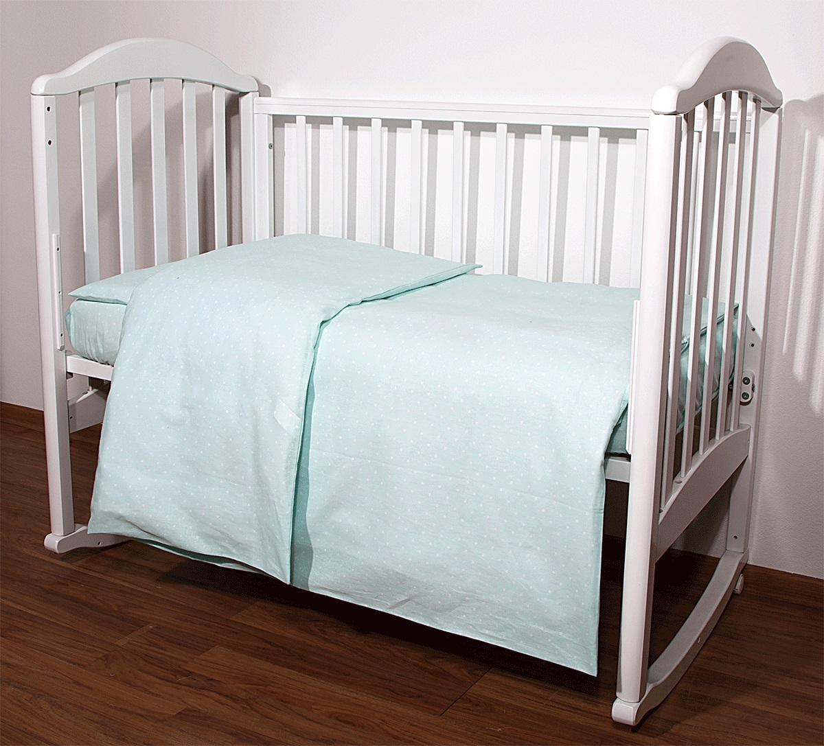 Baby Nice Комплект белья для новорожденных Горох цвет светло-зеленыйС1112Постельное бельё, сшито из качественной бязи импортного производства.Бельё не деформируется, цвет не выстирывается.наволочка 40х60, пододеяльник 112х147,простынь 60х120