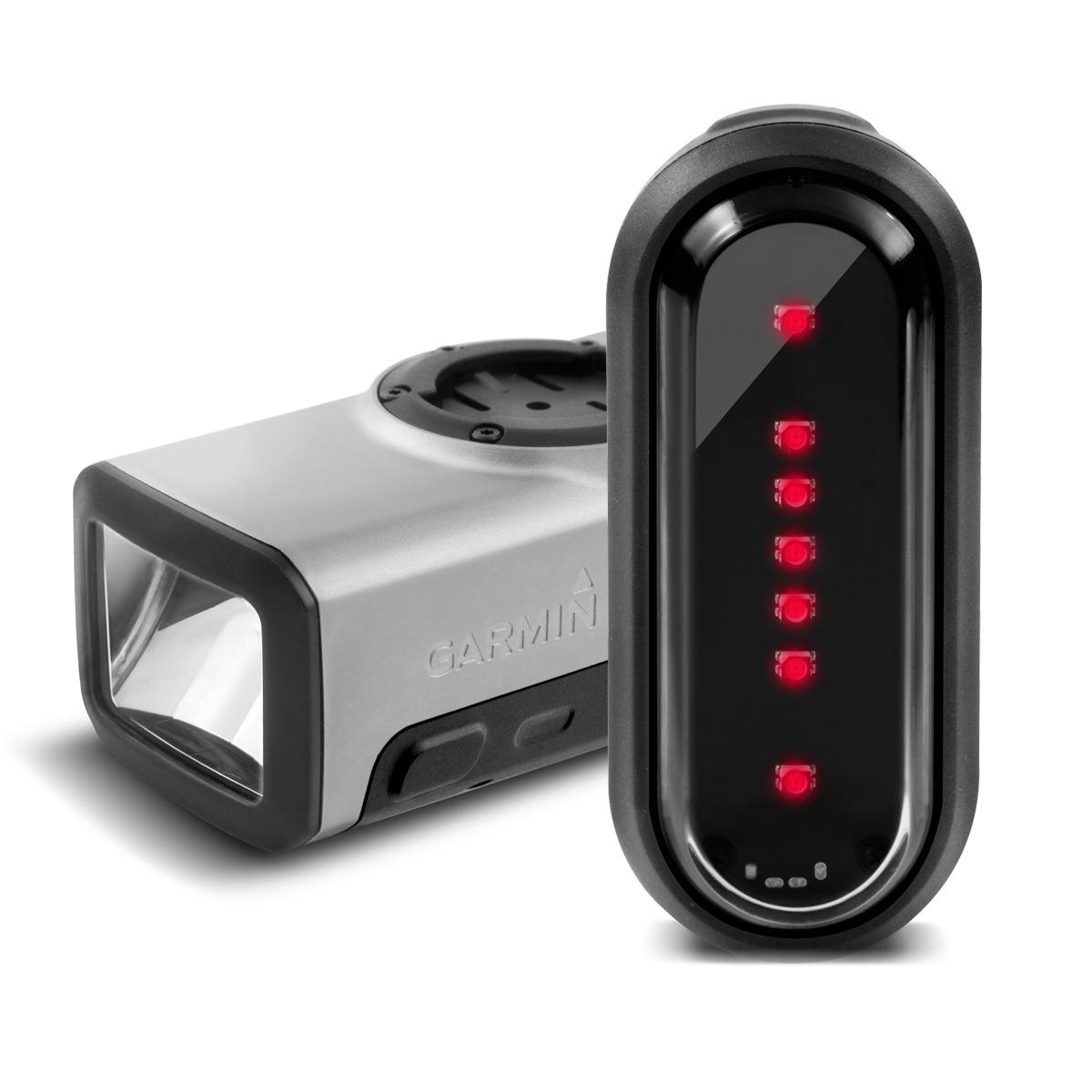 Комплект умных фонарей Garmin Varia HL 500 +TL 300. 010-01419-00010-01419-00Когда речь заходит о велопрогулках в ночное время, выбор правильных аксессуаров играет архиважную роль. Вместе с покупкой умноговелокомпьютера необходимо позаботиться и о фонарях, которые будут освещать ваш путь. Varia Smart Bike Lights - комплект велофонарей,которые пользуются огромной популярностью среди опытных спортсменов-велосипедистов, в первую очередь, благодаря своему функционалу.После синхронизации с велокомпьютером, Varia Smart Bike Lights регулируют направление и интенсивность света в зависимости от условийосвещенности, а также от вашей скорости, направляя световой поток туда, куда необходимо. А благодаря наличию умного сенсора при работе впаре с велокомпьютерами класса EDGE 1000, Varia Smart Bike Lights автоматически изменяют направление светового потока, препятствуя темсамым ослеплению встречных водителей.-Автономная работа, простота в управлении и синхронизация с велокомпьютерами семейства Edge1000.-Автоматическое изменение направления и интенсивности светового луча в зависимости от скорости велосипеда.-При синхронизации со светочувствительным сенсором компьютера EDGE1000 Varia Smart Bike Lights могут изменять яркость работы взависимости от интенсивности освещения. -Простота и удобство управления: корректировка, включение и выключение фонарей может осуществляться как непосредственно с устройства,так и дистанционно, при помощи входящего в комплект пульта.-Используя два задних фонаря, вы можете указывать направление поворота во время движения. Гид по велоаксессуарам. Статья OZON Гид