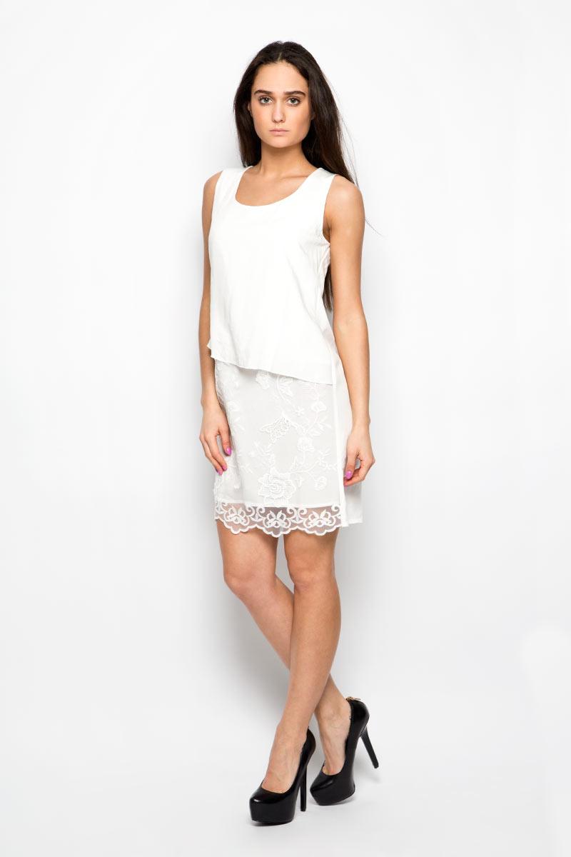 Платье Baon, цвет: белый. B456099. Размер L (48)B456099Красивое платье Baon поможет создать привлекательный женственный образ. Изделие выполнено из мягкой вискозы с добавлением полиэстера, приятное к телу, не сковывает движения и хорошо вентилируется. Тонкая и легкая подкладка платья изготовлена из 100% вискозы. Модель с круглым вырезом горловины дополнена спереди вставкой из мягкой микросетки, украшенной вышитыми цветами. Это эффектное платье займет достойное место в вашем гардеробе!