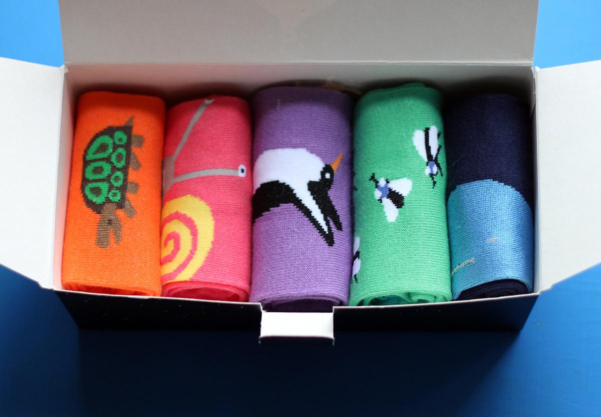 Носки женские Big Bang Socks, цвет: мультиколор, 5 пар. p01521. Размер 35/39p01521Женские носки Big Bang Socks изготовлены из высококачественного хлопка с добавлением полиамидных и эластановых волокон, которые обеспечивают великолепную посадку. Носки отличаются ярким стильным дизайном. Удобная резинка идеально облегает ногу и не пережимает сосуды, усиленные пятка и мысок повышают износоустойчивость носка, а удлиненный паголенок придает более эстетичный вид. Дизайнерские носки Big Bang Socks - яркая деталь в вашем образе и оригинальный подарок для друзей и близких. В комплект входят пять пар носков с разными принтами.