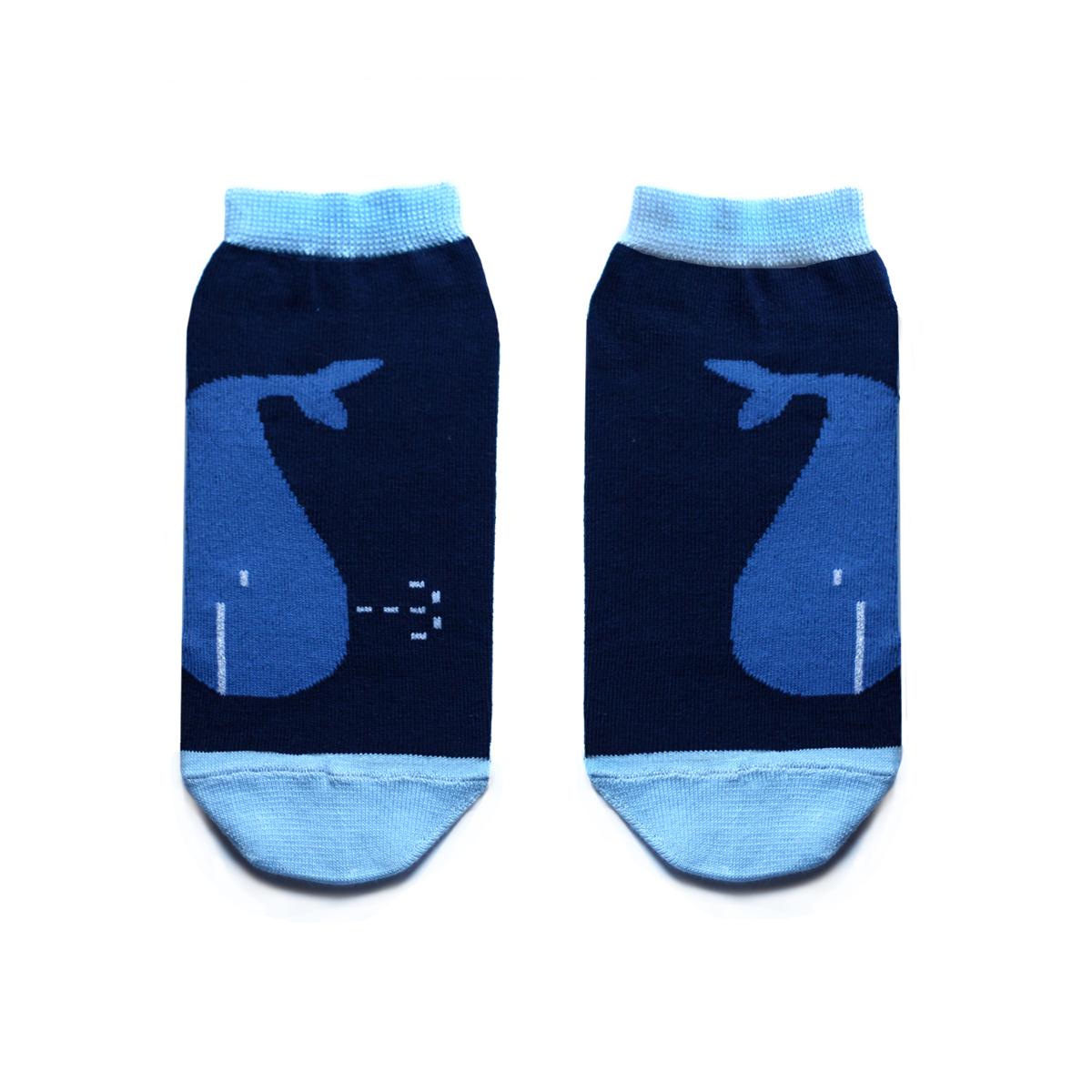 Носки женские Big Bang Socks, цвет: темно-синий, голубой. ca1322. Размер 35/39ca1322Укороченные женские носки Big Bang Socks изготовлены из высококачественного хлопка с добавлением полиамидных и эластановых волокон, которые обеспечивают великолепную посадку. Носки отличаются ярким стильным дизайном, они оформлены изображением китов. Удобная резинка идеально облегает ногу и не пережимает сосуды, а усиленные пятка и мысок повышают износоустойчивость носка. Дизайнерские носки Big Bang Socks - яркая деталь в вашем образе и оригинальный подарок для друзей и близких.