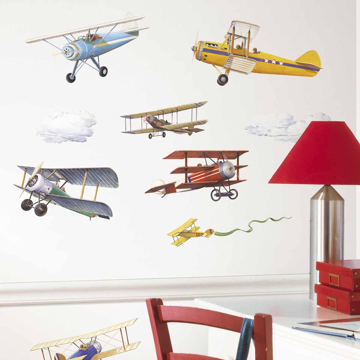 RoomMates Наклейка интерьерная Самолеты Исторические модели 22 штRMK1197SCSНаклейки интерьерные RoomMates Самолеты. Исторические модели станут украшением вашей квартиры!Устремитесь ввысь с новым увлекательным набором наклеек для декора! Наклейки, входящие в набор, содержат изображения винтажных самолетов. Набор прекрасно подходит для спальни, детской, игровой комнаты. Самолеты изображены в интересном и оригинальном стиле.Всего в наборе 22 стикера. Наклейки не нужно вырезать - их следует просто отсоединить от защитного слоя и поместить на стену или любую другую плоскую гладкую поверхность. Наклейки многоразовые: их легко переклеивать и снимать со стены, они не оставляют липких следов на поверхности.