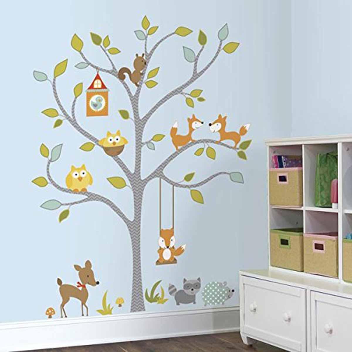 RoomMates Наклейка интерьерная Лисички 80 штRMK2729SLMИнтерьерная наклейка Лисички от знаменитого производителя RoomMates обязательно станет украшением вашей квартиры.Придайте яркий и оригинальный вид комнате вашего ребенка с новым набором наклеек большого формата для декора! Наклейки, входящие в набор, содержат изображение дерева и различных животных: лисичек, енота, сов, олененка, ежика, белочки. Размер изображения в собранном виде (как представлено на фотографии) составляет 108,7 (ширина) х 147,3 (высота) см. Всего в наборе 80 стикеров. Наклейки не нужно вырезать - их следует просто отсоединить от защитного слоя и поместить на стену или любую другую плоскую гладкую поверхность. Наклейки многоразовые: их легко переклеивать и снимать со стены, они не оставляют липких следов на поверхности.