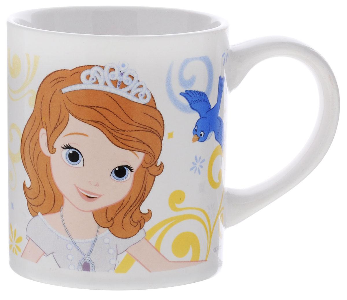 """Детская кружка Stor """"Принцесса София Прекрасная"""" из серии Stor Disney Princess с любимой героиней станет отличным подарком для вашей малышки. Она выполнена из керамики и оформлена изображением принцессы Софии. Кружка дополнена удобной ручкой. Такой подарок станет не только приятным, но и практичным сувениром: кружка будет незаменимым атрибутом чаепития, а оригинальное оформление кружки добавит ярких эмоций и хорошего настроения.Можно использовать в СВЧ-печи и посудомоечной машине."""