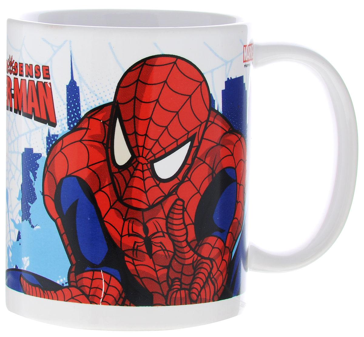 """Детская кружка Stor """"Человек-паук. Чувство паука"""" из серии Stor Marvel с любимым героем станет отличным подарком для вашего ребенка. Она выполнена из керамики и оформлена изображением Человека-паука.  Кружка дополнена удобной ручкой.  Такой подарок станет не только приятным, но и практичным сувениром: кружка будет незаменимым атрибутом чаепития, а оригинальное оформление кружки добавит ярких эмоций и хорошего настроения. Можно использовать в СВЧ-печи и посудомоечной машине."""