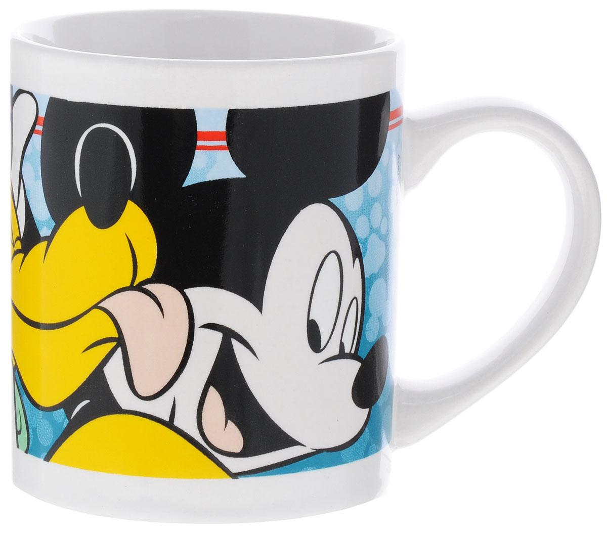 """Детская кружка Stor """"Микки Маус и Плуто"""" из серии Stor Disney с любимыми героями станет отличным подарком для вашего ребенка. Она выполнена из керамики и оформлена изображением Микки Мауса и Плуто.  Кружка дополнена удобной ручкой.  Такой подарок станет не только приятным, но и практичным сувениром: кружка будет незаменимым атрибутом чаепития, а оригинальное оформление кружки добавит ярких эмоций и хорошего настроения. Можно использовать в СВЧ-печи и посудомоечной машине."""