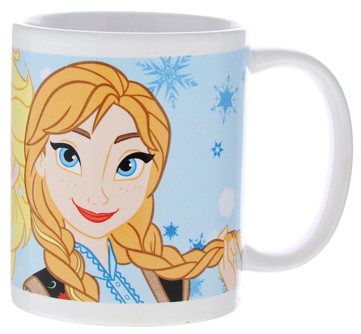 Stor Кружка детская Принцессы Анна и Эльза 325 мл78705Детская кружка Stor Принцессы Анна и Эльза из серии Stor Disney Frozen с любимыми героинями станет отличным подарком для вашей малышки. Она выполнена из керамики и оформлена изображением принцесс из мультфильма Холодное сердце Анны и Эльзы.Кружка дополнена удобной ручкой.Такой подарок станет не только приятным, но и практичным сувениром: кружка будет незаменимым атрибутом чаепития, а оригинальное оформление кружки добавит ярких эмоций и хорошего настроения. Можно использовать в СВЧ-печи и посудомоечной машине.