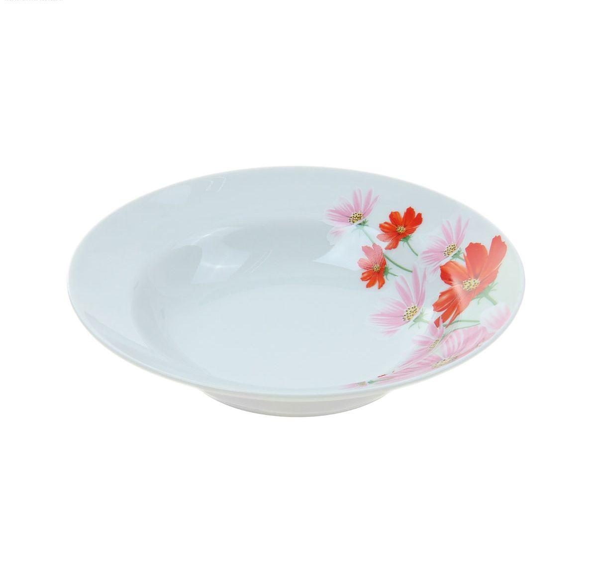 """Глубокая тарелка """"Идиллия. Космея"""" выполнена из высококачественного фарфора и украшена ярким цветочным рисунком. Она прекрасно впишется в интерьер вашей кухни и станет достойным дополнением к кухонному инвентарю. Тарелка """"Идиллия. Космея"""" подчеркнет прекрасный вкус хозяйки и станет отличным подарком. Диаметр тарелки: 20 см."""