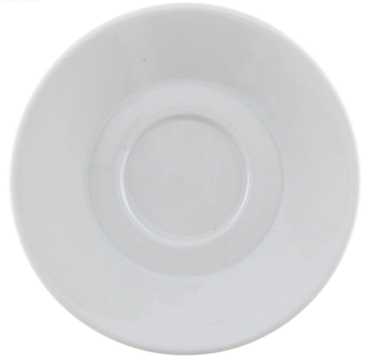 Блюдце кофейное Мокко. Белье, диаметр 11,5 см1303949Блюдце кофейное Мокко. Белье выполнено из высококачественного фарфора. Блюдце имеет классическую круглую форму с приподнятыми краями. Изделие прекрасно впишется в интерьер вашей кухни и станет достойным дополнением к кухонному инвентарю.