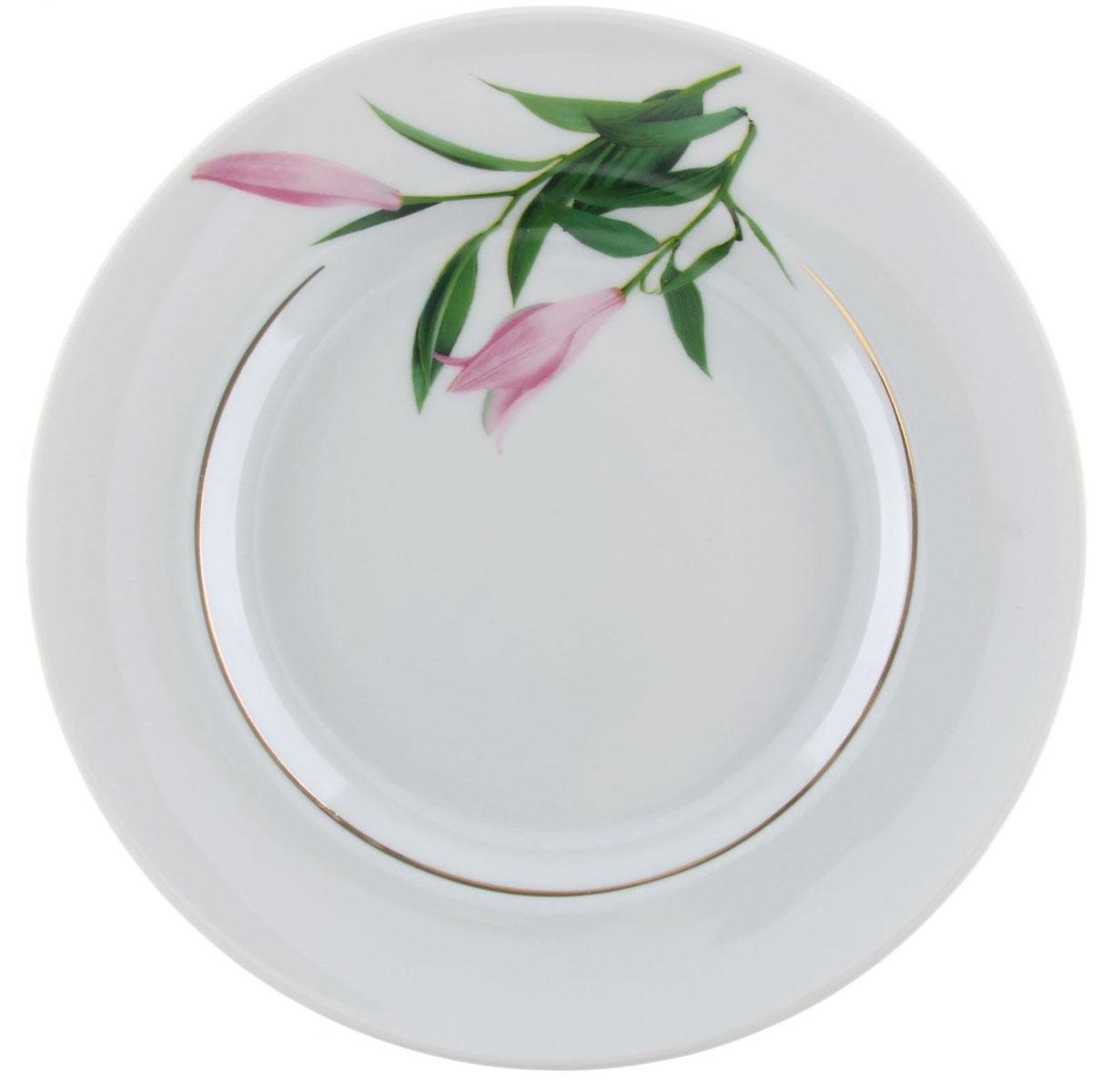 Тарелка мелкая Идиллия. Бутон, диаметр 20 см1303775Мелкая тарелка Идиллия. Бутон выполнена из высококачественного фарфора и украшена ярким рисунком. Она прекрасно впишется в интерьер вашей кухни и станет достойным дополнением к кухонному инвентарю. Тарелка Идиллия. Бутон подчеркнет прекрасный вкус хозяйки и станет отличным подарком.