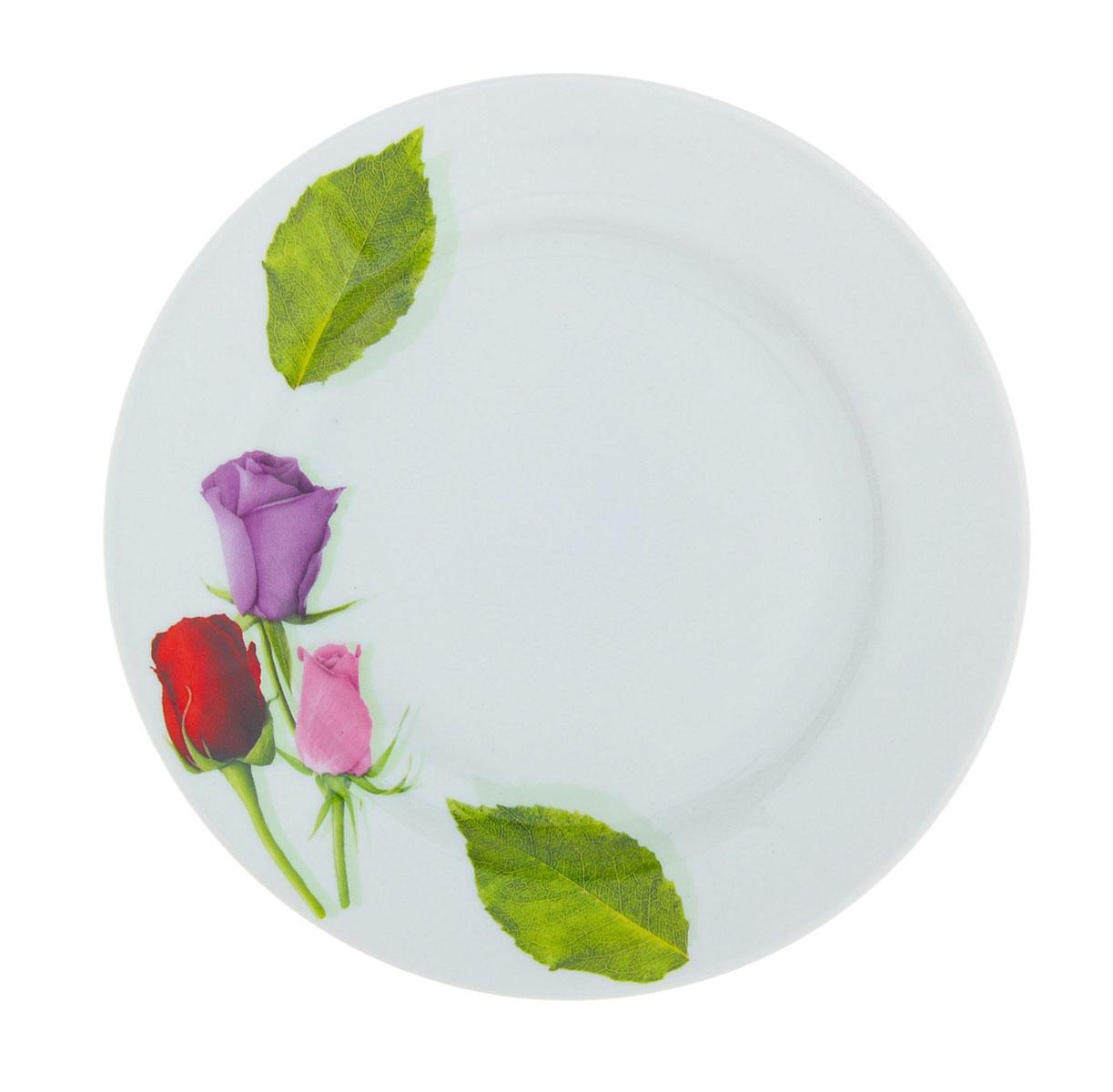 """Мелкая тарелка """"Идиллия. Королева цветов"""" выполнена из высококачественного фарфора и украшена ярким рисунком цветов. Она прекрасно впишется в интерьер вашей кухни и станет достойным дополнением к кухонному инвентарю. Тарелка """"Идиллия. Королева цветов"""" подчеркнет прекрасный вкус хозяйки и станет отличным подарком. Диаметр тарелки: 20 см."""