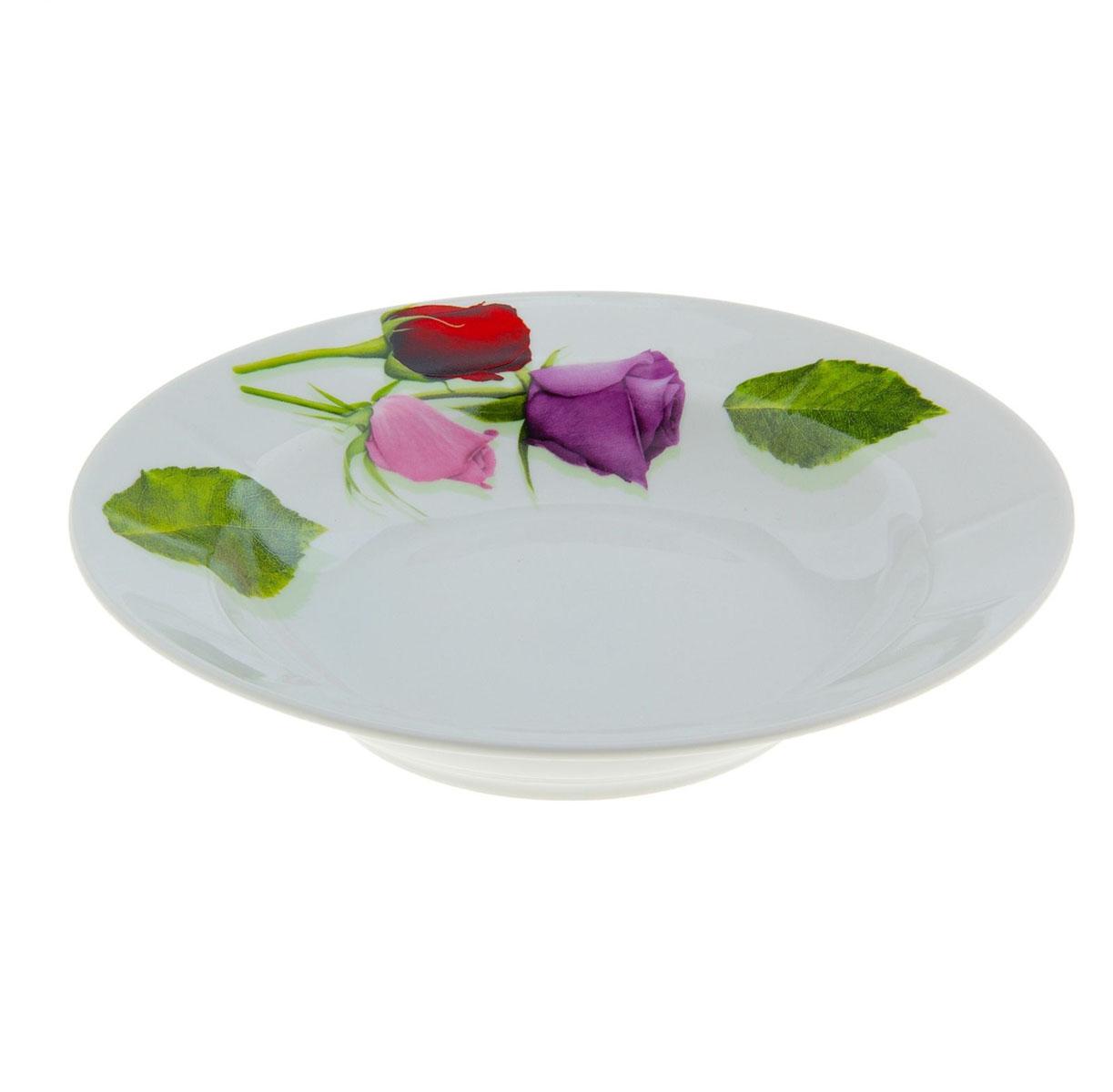 """Глубокая тарелка """"Идиллия. Королева цветов"""" выполнена из высококачественного фарфора и украшена ярким рисунком цветов. Она прекрасно впишется в интерьер вашей кухни и станет достойным дополнением к кухонному инвентарю.  Тарелка """"Идиллия. Королева цветов"""" подчеркнет прекрасный вкус хозяйки и станет отличным подарком.   Диаметр тарелки: 20 см."""