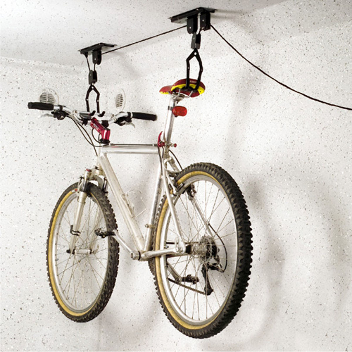 Подъемный механизм для велосипеда МастерПрофАС.050029Подъемный механизм (лифт) - идеальный способ для хранения велосипеда.Экономит пространство в помещении и защищает шины велосипеда.В Механизме используется система из верёвки и шкива, которая устанавливаетсяна потолке. Механизм позволяет поднимать и опускать велосипед на нужную высоту.Для потолков не более 4 метров. Максимальная нагрузка 20 кг.Кроме хранения велосипедов, подходит для хранения каяков, автомобильных багажников и прочих вещей, которые периодически востребованы и требуют быстрого доступа.