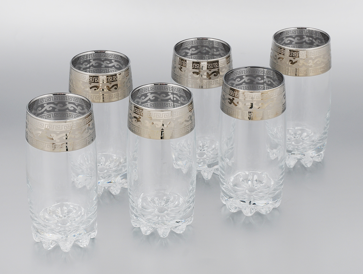 """Набор Гусь-Хрустальный """"Версаче"""" состоит из 6 высоких стаканов, изготовленных из высококачественного натрий-кальций-силикатного стекла. Изделия оформлены красивым зеркальным покрытием и широкой окантовкой с оригинальным узором. Стаканы предназначены для подачи сока, а также воды и коктейлей. Такой набор прекрасно дополнит праздничный стол и станет желанным подарком в любом доме. Разрешается мыть в посудомоечной машине. Диаметр стакана (по верхнему краю): 6 см. Высота стакана: 15 см."""