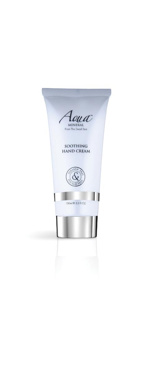 Aqua mineral Крем для рук смягчающий 100 мл2420: Этот удивительный крем для ног, обладающий успокаивающим и дезодорирующим действием, разработан специально, чтобы позаботиться о красоте ног, смягчить грубые участки кожи. Обогащен витамином Е и минералами Мертвого моря, которые увлажняют придают коже мягкость. Нежное сочетание масел ши, календулы, жожоба и экстрактов зеленого чая и алое вера смягчают, увлажняют и успокаивают кожу ног. Крем обогащен маслом какао, коэнзимом Q-10 - природным антиоксидантом, обладающими омолаживающим действием. Масло мяты нейтрализуют неприятный запах и придает свежий аромат.Как ухаживать за ногтями: советы эксперта. Статья OZON Гид