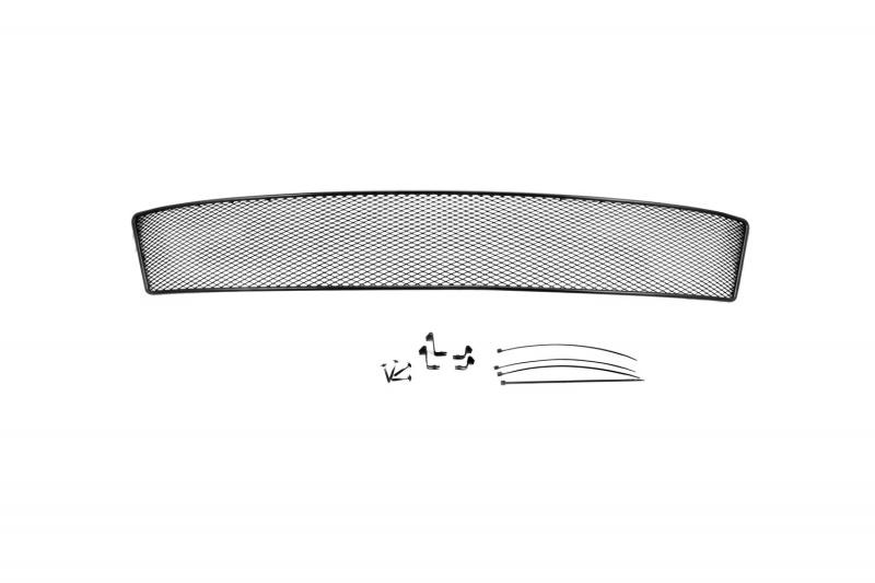 Сетка на бампер внешняя Novline-Autofamily, для SKODA Octavia A7 2014->, с противотуманными фонарями01-470914-151В отличие от универсальных сеток, данный продукт разрабатывается индивидуально под каждый бампер автомобиля. Внешняя защитная сетка радиатора полностью повторяет геометрию решетки бампера и гармонично вписывается в общий стиль автомобиля. При создании продукта мы учли как потребности автомобилистов, для которых важна исключительно защитная функция, так и автолюбителей, которые ищут способы подчеркнуть или создать новый стиль своего авто. Функциональность, тюнинг, или и то, и другое? Выбор только за вами. Сетка для защиты радиатора изготовлена из антикоррозионного материала, что гарантирует отсутствие ржавчины в процессе эксплуатации. Простая установка делает этот продукт необыкновенно удобным. В отличие от универсальных сеток, для установки которых требуется снятие бампера, то есть наличие специализированных навыков и дополнительного оборудования (подъемник и так далее), для установки этого продукта понадобится 20 минут времени и отвертка.