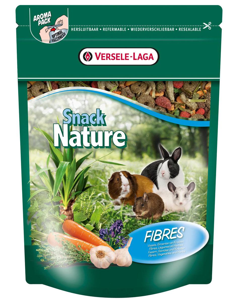 Корм дополнительный для кроликов и мелких домашних животных Versele-Laga Nature Snack Fibres, с клетчаткой, 500 г462048Versele-Laga Nature Snack Fibres - это превосходная здоровая смесь с хрустящими травяными и овощными кусочками с богатым содержанием клетчатки, которая служит прекрасным дополнением к ежедневному рациону вашего питомца, и стимулирует кондицию и жизнеспособность. Ежедневная порция составляет до 25% дневного рациона.Товар сертифицирован.