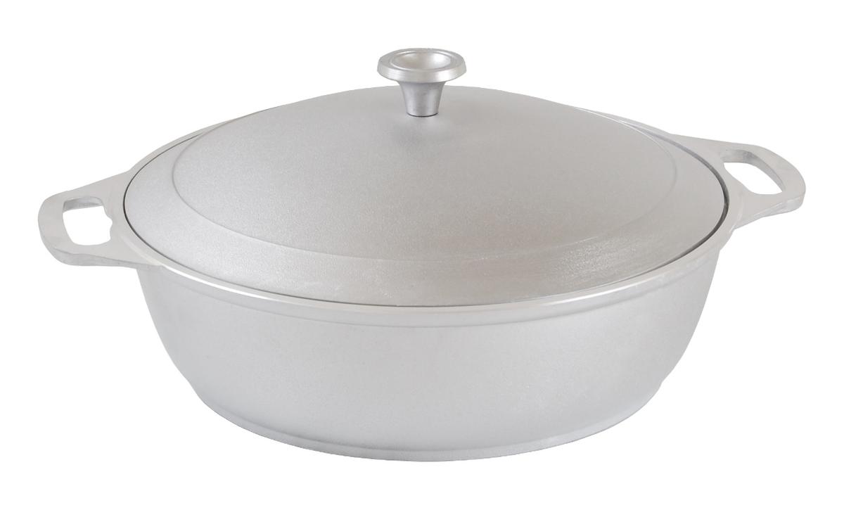 Кастрюля-жаровня Kukmara, 3 лж30Особенности кастрюли-жаровни: - утолщенные стенки корпуса и дна исключают любой тип деформации: от перегрева, падения, долгого использования;- равномерное распределение тепла; - эргономичность - длительное сохранение тепла посуды;- долгий срок службы;- высокая прочность посуды.Прежде чем начать пользоваться новой алюминиевой посудой следует вымыть посуду теплой водой с моющим средством и тщательно промыть проточной водой.В алюминиевой посуде нельзя хранить квашеную капусту, соленые огурцы, грибы и т.п.Нельзя мыть алюминиевую посуду средствами с повышенной щелочностью (в том числе кальцинированной содой).