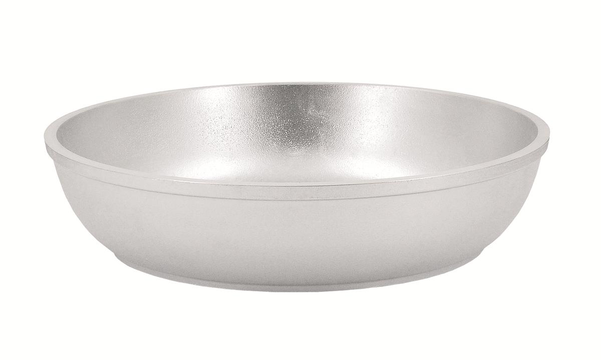 Сковорода Kukmara, 360/55 без ручки,с360Особенности: - утолщенные стенки корпуса и дна исключают любой тип деформации: от перегрева, падения, долгого использования;- равномерное распределение тепла; - эргономичность - длительное сохранение тепла посуды;- долгий срок службы;- высокая прочность посуды.Прежде чем начать пользоваться новой алюминиевой посудой следует вымыть посуду теплой водой с моющим средством и тщательно промыть проточной водой.В алюминиевой посуде нельзя хранить квашеную капусту, соленые огурцы, грибы и т.п.Нельзя мыть алюминиевую посуду средствами с повышенной щелочностью (в том числе кальцинированной содой).