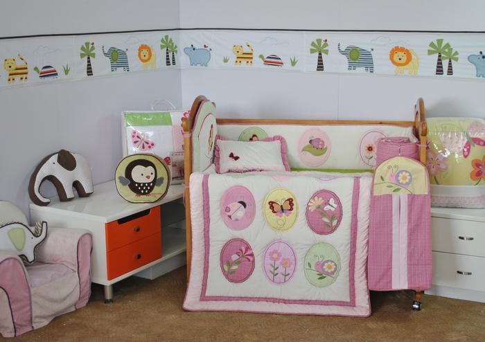 Arya Набор для детской кровати GardenF0007611Плед Arya серии Детский создан из микрофибры, украшен вышивкой и аппликацией. Микрофибра - это материал высочайшего качества, изготовленный из сложных микроволокон, который по ощущениям напоминает велюр и является невероятно мягким. Ткань из микрофибры - дышащая, очень устойчива к загрязнениям и пятнам. Долго сохраняет свой высококачественный внешний вид и мягкость. Радостные аппликации и вышивка создадут уютный дизайн в детской.Компания Arya - производитель пледа, является признанным турецким лидером на рынке постельных принадлежностей и текстиля для дома.Поэтому вы можете быть уверены, что приобретенные текстильные изделия доставит вам и вашим близким удовольствие.