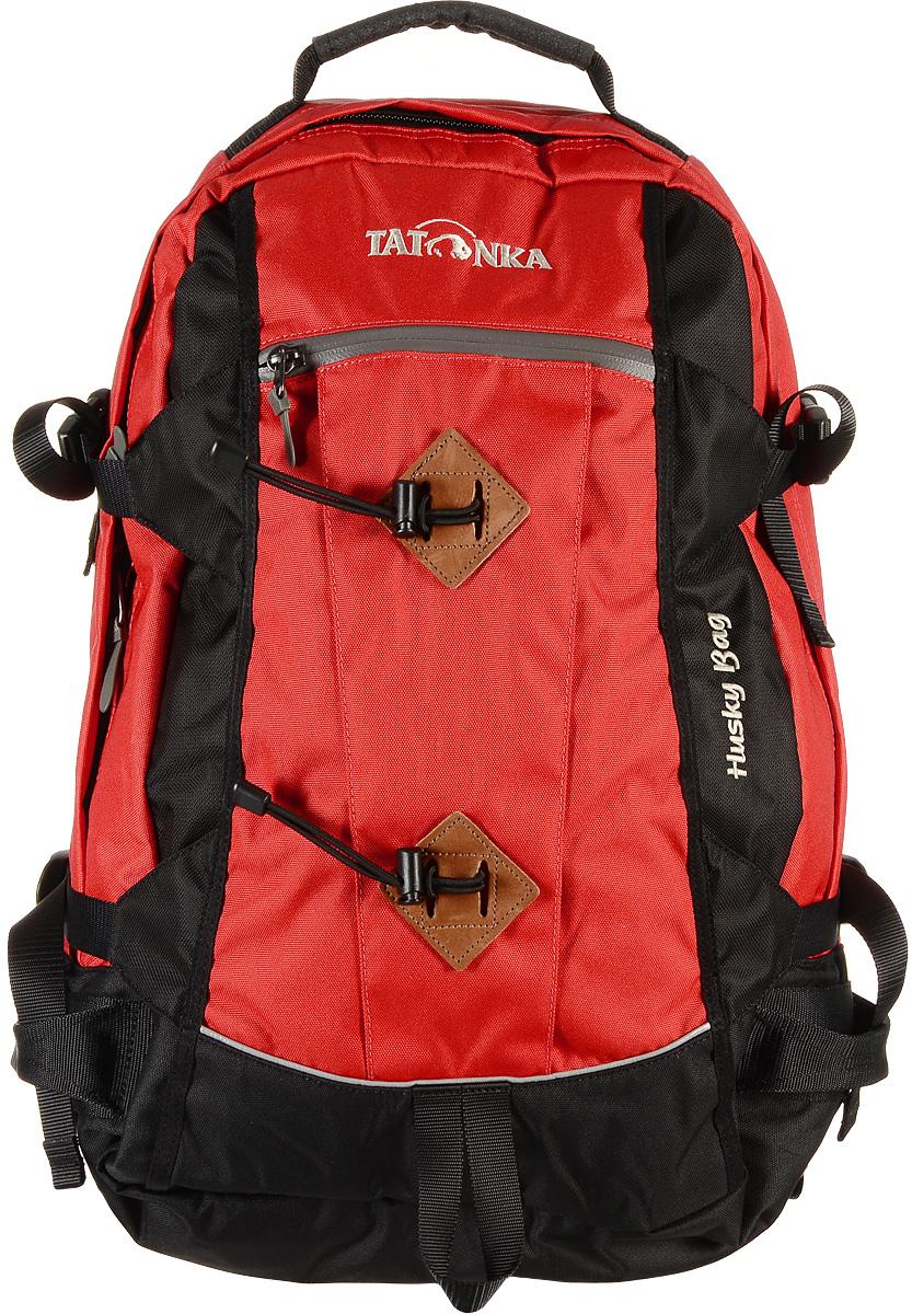Городской рюкзак Tatonka Husky Bag с чехлом от дождя, цвет: красный, 28 л. 1580.0151580.015Рюкзак Tatonka Husky Bag, изготовленный из высококачественного материала, имеет идеальные пропорции и богатое техническое оснащение, позволяющиеиспользовать его как горный, трекинговый или городской.Изделие имеет одно главное отделение, внутри которого имеются два кармана. Один карман оснащен держателем для ключей, второй карман на резинке.Рюкзак имеет мягкие регулируемые плечевые лямки и мягкий набедренный пояс с карманами на молнии. С помощью регулируемого нагрудного ремня рюкзак прочно будет прилегать к спине, а боковые стяжки утянут ваш рюкзак до нужного размера.Внешний карман имеет водонепроницаемую молнию. Специальная петля внизу рюкзака предназначена для палок или ледоруба.В комплекте - дождевой чехол яркого цвета. Материал: Textreme 6.6, ХексоТокс, СликТекс. Объем 28 л.Вес: 1,85 кг.