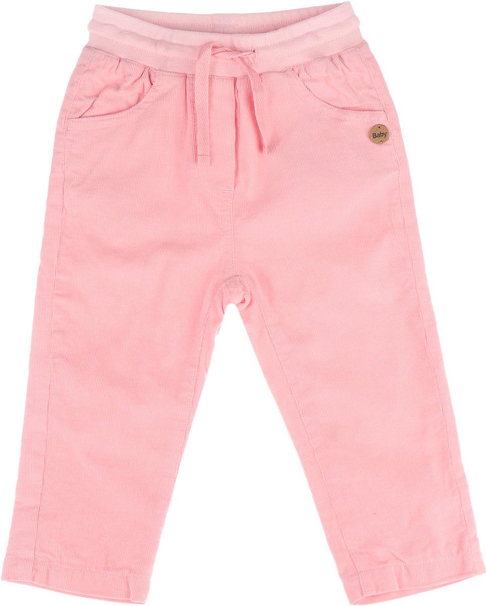 Брюки для девочки Gulliver Baby Сакура, цвет: розовый. 116GBGC6402. Размер 74/80, 9-12 месяцев116GBGC6402Удобные брюки для девочки Gulliver Baby Сакура идеально подойдут вашему ребенку. Красивые брюки из микровельвета на трикотажной подкладке непременно должны быть в гардеробе юной модницы. Полностью изготовленные из натурального хлопка, они необычайно мягкие и приятные на ощупь, не сковывают движения малышки и позволяют коже дышать, не раздражают даже самую нежную и чувствительную кожу ребенка, обеспечивая ему наибольший комфорт. Брюки прямого покроя на талии имеют широкую эластичную резинку, регулируемую шнурком, благодаря чему они не сдавливают животик ребенка и не сползают. По бокам модель дополнена двумя втачными кармашками со скошенными краями, сзади - накладными карманами.Оригинальный современный дизайн и модная расцветка делают эти брюки модным и стильным предметом детского гардероба. В них ваша малышка всегда будет в центре внимания!