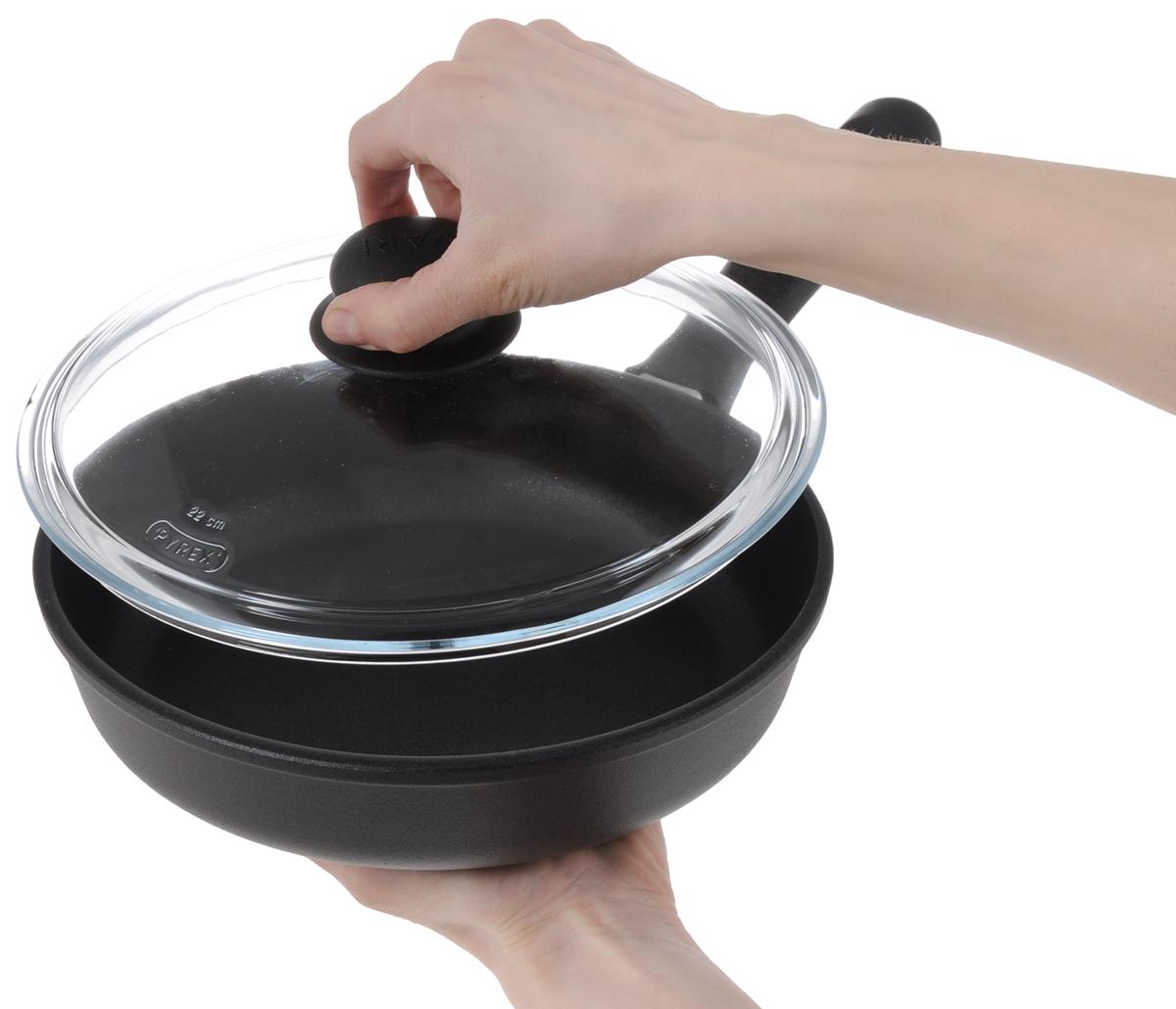 """Сковорода Vari """"Nature"""" выполнена из алюминия  с антипригарным покрытием Xylan. Метод  кокильного литья позволяет изготовить  высококачественную """"тяжелую"""" посуду. Такая  посуда отличается хорошей стойкостью к  внешним воздействиям и не деформируется при  нагревании. Равномерное распределение и  длительное сохранение тепла за счет  утолщенного дна позволяет готовить блюда  любой степени сложности. Жаростойкое  внешнее покрытие позволяет использовать  сковороды на стеклокерамических поверхностях.  Не выделяет вредных веществ! Не содержит  PFOA.  Сковорода Vari """"Nature"""" станет незаменимой  помощницей на кухне и прослужит долгие годы.   Подходит для газовых, электрических и  стеклокерамических плит. Можно мыть в  посудомоечных машинах.  Диаметр сковороды: 22 см.  Высота стенки: 5,5 см.  Длина ручки: 17 см."""
