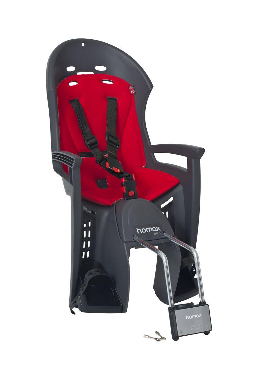 Детское кресло Hamax Smiley W/Lockable Bracket, цвет: серый, красный552032Отличительные особенности Hamax Smiley W/Lockable Bracket: Запираемый кронштейн крепления замка фиксации кресла на велосипеде и 3-точечные ремни безопасности с дополнительным кронштейном для фиксации в районе груди; и обеспечения ребенку безопасной и удобной посадки.Невероятный комфорт.Дополнительные мягкие пряжки для фиксации ребенка в кресле очень легкие и комфортные, но при этом обеспечивают надежную фиксацию ребенка в велокресле, позволяя при необходимости совершать резкие маневры и торможения. Эргономика велокресла рассчитана так, что спинка кресла не будет мешать голове ребенка в моменты когда он хочет откинуться назад кресла в шлеме.Механизмы регулировки застежек позволяют комфортно отрегулировать их вместе с ростом ребенка.Переставляйте детское сиденье для велосипеда между двумя велосипедамиДетское сиденье для велосипеда очень легко крепится и освобождается от велосипеда. Приобретая дополнительный кронштейн, вы можете легко переставлять детское сиденье с одного велосипеда на другой.Hamax напоминает, что ребенок должен всегда носить шлем при использовании детского сиденья.Особенности модели:- Запираемый кронштейн крепления- Проработанная эргономика кресла для максимально комфортной посадки- 3-точечные ремни безопасности с дополнительным кронштейном для фиксации в районе груди,и обеспечения ребенку безопасной и удобной посадки- Специальная конструкция пряжек ремней безопасности/фиксации для предотвращения саморастегвания ребенка- Простое в использование, полностью соответствующее всем Европейским стандартам безопасности- Возможность установить на любом велосипеде как с багажником, так и без- Предназначенно для детей в возрасте старше 9 месяцев и весом до 22 кг- Регулируемый ремень безопасности и подножки- Мягкие воздушные подушки обеспечивает дополнительный комфорт и вентиляцию- Подходит для подседельных труб рамы велосипеда диаметром от 28 до 40 мм (круглые и овальные)- Система креплени