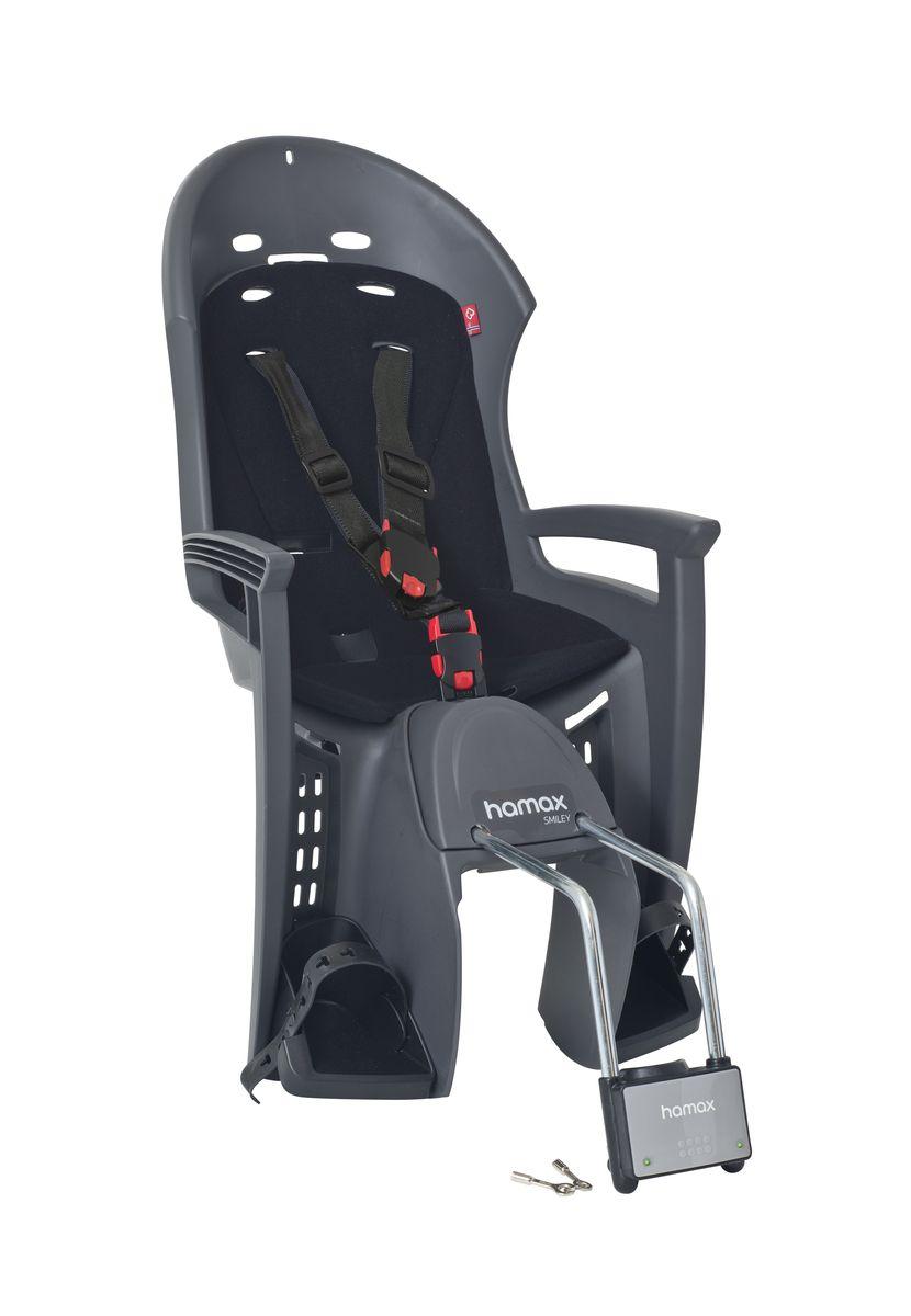 Детское кресло Hamax Smiley W/Lockable Bracket, цвет: серый, черный552033Отличительные особенности Hamax SMILEY W/LOCKABLE BRACKET :Запираемый кронштейн крепления замка фиксации кресла на велосипеде и3-точечные ремни безопасности с дополнительным кронштейном для фиксации в районе груди,и обеспечения ребенку безопасной и удобной посадки. Дополнительные мягкие пряжки для фиксации ребенка в кресле очень легкие и комфортные, но при этом обеспечивают надежную фиксацию ребенка в велокресле, позволяя при необходимости совершать резкие маневры и торможения. Эргономика велокресла расчитанна так что спинка кресла не будет мешать голове ребенка в моменты когда он хочет откинуться назад кресла в шлеме.Механизмы регулировки застежек позволяют комфортно отрегулировать их вместе с ростом ребенка. Переставляйте детское сиденье для велосипеда между двумя велосипедами Детское сиденье для велосипеда очень легко крепится и освобождается от велосипеда. Приобретая дополнительный кронштейн, вы можете легко переставлять детское сиденьес одного велосипеда на другой.Hamax рекомендует, что ребенок должен всегда носить шлем при использовании детского сиденья.Особенности модели * Запираемый кронштейн крепления. * Проработанная эргономика кресла для максимально комфортной посадки. * 3-точечные ремни безопасности с дополнительным кронштейном для фиксации в районе груди,и обеспечения ребенку безопасной и удобной посадки. * Специальная конструкция пряжек ремней безопасности/фиксации для предотвращения саморастегвания ребенка. * Простое в использование, полностью соответствующее всем Европейским стандартам безопасности. * Возможность установить на любом велосипеде как с багажником, так и без. * Предназначенно для детей в возрасте старше 9 месяцев и весом до 22 кг. * Регулируемый ремень безопасности и подножки. * Мягкие воздушные подушки обеспечивает дополнительный комфорт и вентиляцию. * Подходит для подседельных труб рамы велосипеда диаметром от 28 до 40 мм. (круглые и овальные) * Система крепления