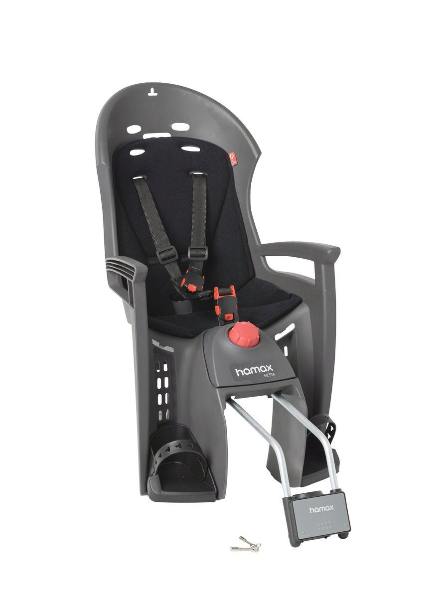 Детское кресло Hamax Siesta W/Lockable Bracket, цвет: серый, черный552501Спальная функция данного кресла позволяет осуществить наклон назад (до 20°) для более комфортного и удобного положения ребенка для отдыха или сна. Дополнительно вы также можете использовать подголовник Hamax Neckroll, и положение головы во время катания на велосипеде всегда будет оставаться стабильным.Дополнительные мягкие пряжки фиксации ребенка в кресле очень легкие и комфортные, но при этом обеспечивают надежную фиксацию ребенка в велокресле, позволяя при необходимости совершать резкие маневры и торможения. Эргономика велокресла рассчитана так что спинка кресла не будет мешать голове ребенка в моменты когда он хочет откинуться назад кресла в шлеме.Механизмы регулировки застежек позволяют комфортно отрегулировать их вместе с ростом ребенка.Детское сиденье для велосипеда очень легко крепится и освобождается от велосипеда. Приобретая дополнительный кронштейн, вы можете легко переставлять детское сиденье с одного велосипеда на другой.Особенности: - Регулировка наклона спинки / спальной позиции (20°)- Проработанная эргономика кресла для максимально комфортной посадки- 3-точечные ремни безопасности с дополнительным кронштейном для фиксации в районе груди, и обеспечения ребенку безопасной и удобной посадки- Специальная конструкция пряжек ремней безопасности/фиксации для предотвращения саморастегвания ребенка- Простое в использование, полностью соответствующее всем Европейским стандартам безопасности- Возможность установить на любом велосипеде как с багажником, так и без- Предназначено для детей в возрасте старше 9 месяцев и весом до 22 кг- Регулируемый ремень безопасности и подножки- Детское велосиденье благодаря удобному и надежному замку фиксации легко ставиться и снимается с велосипеда- Несущие дуги крепления велокресла обеспечивает отличную амортизацию- Подходит для подседельных труб рамы велосипеда диаметром от 28 до 40 мм (круглые и овальные)- Система крепления велокресла не мешает тросам пер