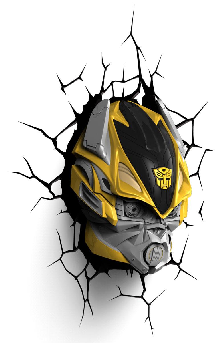 Transformers Пробивной 3D светильник Бамблби40004Пробивной 3D светильник Transformers Бамблби обязательно понравится вашему ребенку.Особенности: Безопасный: без проводов, работает от батареек (3хАА, не входят в комплект);Не нагревается: всегда можно дотронуться до изделия;Реалистичный: 3D наклейка-имитация трещины в комплекте;Фантастический: выглядит превосходно в любое время суток;Удобный: простая установка (автоматическое выключение через полчаса непрерывной работы).Товар предназначен для детей старше 3 лет. ВНИМАНИЕ! Содержит мелкие детали, использовать под непосредственным наблюдением взрослых.