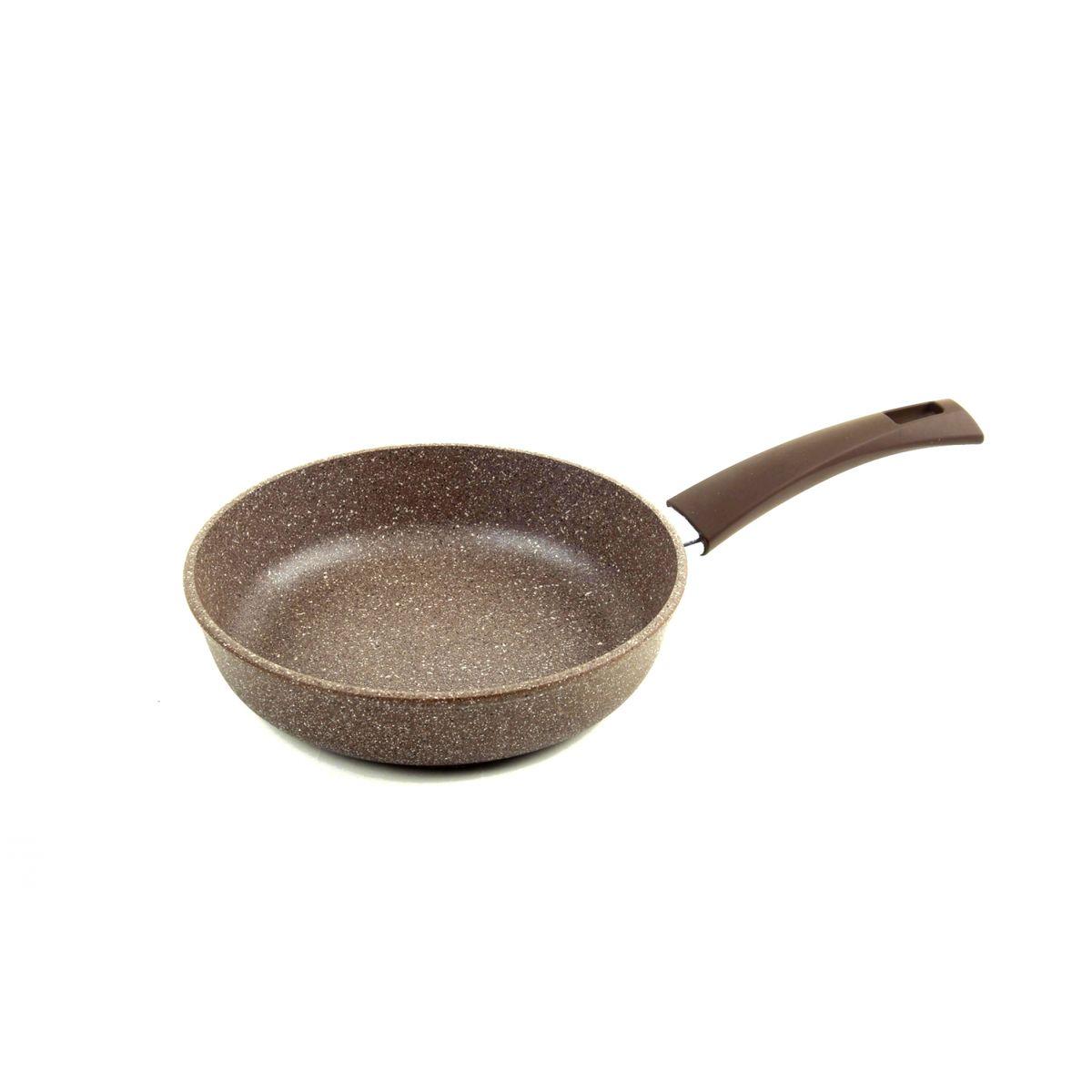 """Сковорода Vari """"Pietra"""" изготовлена из литого алюминия с утолщенным дном. Изделие имеет внутреннее антипригарное покрытие """"QuanTanium"""", усиленное частицами соединений титана, что придает посуде каменную прочность. Литой корпус сковороды обеспечивает равномерное распределение и длительное сохранение тепла, что позволяет готовить блюда любой сложности.Сковорода снабжена эргономичной пластиковой ручкой с покрытием Soft-Touch.Изделие подходит для газовых, электрических и стеклокерамических плит.Высота стенки: 4,5 см. Диаметр по верхнему краю: 22 см. Толщина стенки: 4,5 мм.Толщина дна: 6 мм."""