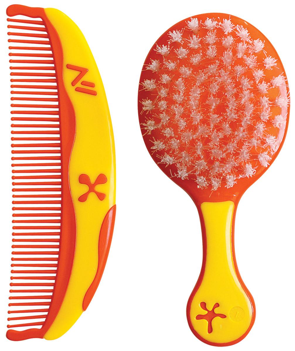 Lubby Набор детский Звездочки Расческа и щетка для волос цвет оранжевый желтый12008Детский набор Lubby Звездочки специально разработан для нежного ухода за волосами вашего малыша.Размер и форма расчески и щетки специально подобраны для комфортного размещения в руке и легкого расчесывания волос. Мягкая нейлоновая щетина щетки бережно расчесывает, не повреждая нежную кожу малыша. Расческа с закругленными краями предохраняет кожу головы ребенка от возможных неудобств. Яркий цвет и интересный дизайн в виде звездочек превращают процесс расчесывания вашего малыша в настоящее удовольствие.Перед первым использованием вымойте расческу и щетку. Лучше мыть в теплой воде, добавив несколько капель детского шампуня. Хорошо ополосните водой и оставьте высыхать на чистом полотенце. Не кипятить!