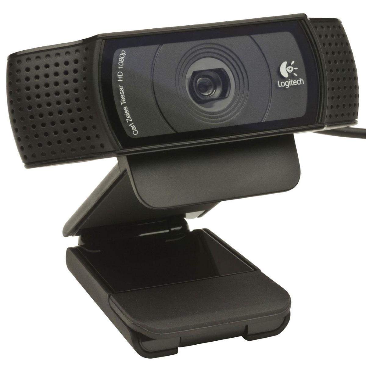Logitech C920, Black веб-камера960-001055Общайтесь с помощью видеовызовов в формате Full HD 1080p по Skype или видеовызовов в формате HD 720p по FaceTime для Mac.Также осуществляйте высококачественные видеовызовы в Google Hangouts и других приложениях для видеосвязи. Общайтесь со своими друзьями с Facebook, используя функцию видеосвязи в Skype или Facebook Messenger.Записывайте качественные и реалистичные видеоклипы в формате HD 1080p, в которых видны мельчайшие детали. Поддержка формата Full HD достигается благодаря инновационной технологии сжатия по стандарту H.264.Стандарт H.264 ускоряет процедуру сжатия, обеспечивая быструю и плавную загрузку видео, для которой не требуется дополнительных системных ресурсов.Убедитесь, что собеседники слышат ваш настоящий голос. Два микрофона по обе стороны веб-камеры создают естественное стереозвучание.Стеклянный объектив с 5 линзами обеспечивает невероятную четкость изображения, а система автофокусировки премиум-класса отличается плавностью и четкостью регулировки, что дает возможность передавать видео с высоким разрешением без разрывов и искажений.
