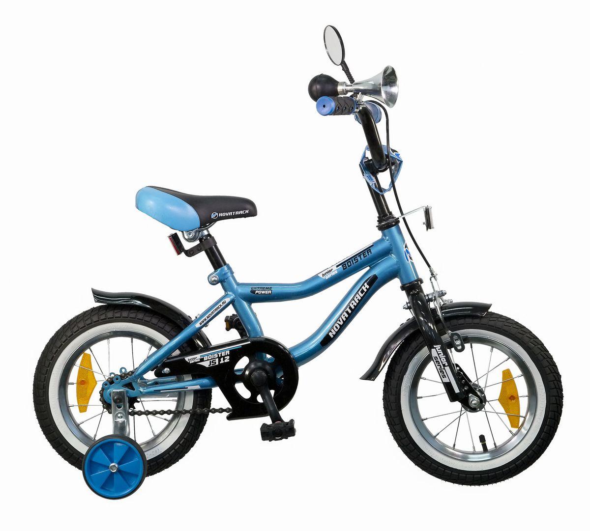 Велосипед детский Novatrack Boister, цвет: синий, черный, белый125BOISTER.BL5Велосипед Novatrack Boister - это настоящий хит среди мальчишек 2-4 лет. Во-первых, сиденье и руль регулируются по высоте, благодаря чему железный конь достаточно долго будет соответствовать росту своего седока. Во-вторых, на руле имеются мягкие накладки и зеркало заднего вида. В-третьих, велосипед оснащен солидным гудком под ретро, а это уже не какой-то банальный велосипедный звонок! В-четвертых, крылья - стильные, укороченные, со слегка загнутой вверх задней частью. Помимо внешних достоинств и функциональности эту модель отличает безупречная сборка, поскольку нагрузки и испытания велосипеду предстоят нешуточные. По той же причине все узлы и детали модели отличаются повышенной прочностью и надежностью. Безопасность юного велосипедиста обеспечивают сразу два вида тормозов: ручной передний и ножной задний. Ноги и одежда защищены от контакта с цепью специальной накладкой. От падения на слишком крутых виражах предохраняет пара дополнительных съемных колес. Велосипед Novatrack Boister - это отличный способ дать вашему ребенку возможность чаще бывать на свежем воздухе, много двигаясь с пользой для здоровья.
