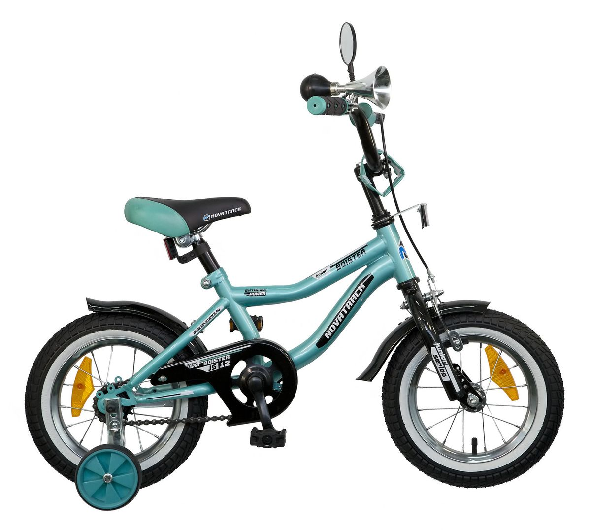 Велосипед детский Novatrack Boister, цвет: зеленый, черный, белый, 12125BOISTER.GN5Велосипед Novatrack Boister – это настоящий хит среди мальчишек 2-4 лет. Во-первых, сиденье и руль регулируются по высоте, благодаря чему железный конь достаточно долго будет соответствовать росту своего седока. Во-вторых, на руле имеются мягкие накладки и зеркало заднего вида. В-третьих, велосипед оснащен солидным гудком под ретро, а это уже не какой-то банальный велосипедный звонок! В-четвертых, крылья – стильные, укороченные, со слегка загнутой вверх задней частью. Помимо внешних достоинств и функциональности эту модель отличает безупречная сборка, поскольку нагрузки и испытания велосипеду предстоят нешуточные. По той же причине все узлы и детали модели отличаются повышенной прочностью и надежностью. Безопасность юного велосипедиста обеспечивают сразу два вида тормозов: ручной передний и ножной задний. Ноги и одежда защищены от контакта с цепью специальной накладкой. От падения на слишком крутых виражах предохраняет пара дополнительных съемных колес. Велосипед Novatrack Boister – это отличный способ дать вашему ребенку возможность чаще бывать на свежем воздухе, много двигаясь с пользой для здоровья.