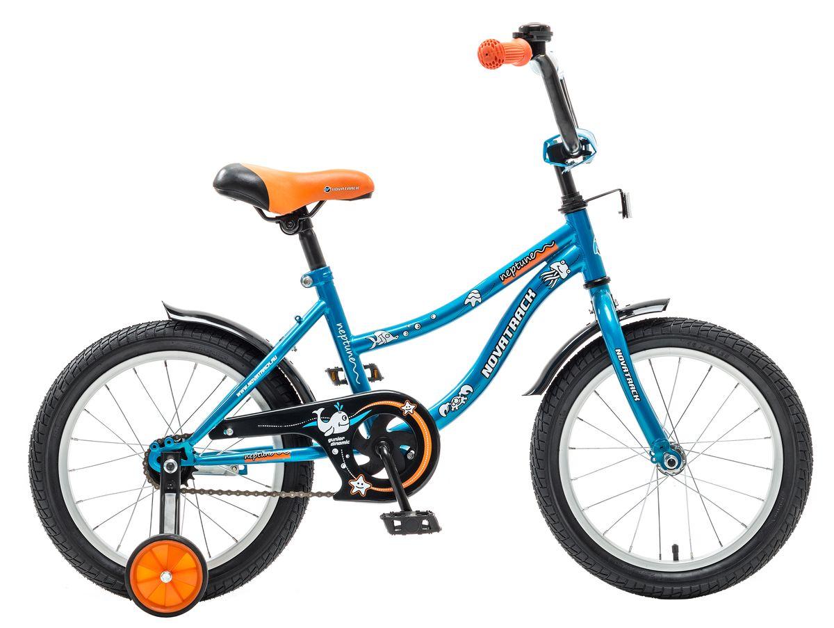 Велосипед детский Novatrack Neptune, цвет: синий, оранжевый, 14143NEPTUN.BL5Если вам нужен качественный, надежный и оптимальный по цене велосипед для ребенка, то это, конечно - Novatrack Neptune 14'', который рассчитан на детей 3-5 лет. Достаточно только взглянуть на эту модель, чтобы понять, насколько удобно и безопасно будет чувствовать себя ваш сын или дочка. Да-да, этот велосипед прекрасно подойдет и мальчику, и девочке. Это детское двухколесное транспортное средство прекрасно управляется даже самыми неопытными велосипедистами. В частности, модель снабжена ограничителем поворота руля, что не позволит ребенку слишком сильно вывернуть переднее колесо велосипеда и упасть. Установлены дополнительные опции: защита цепи, стильные укороченные крылья, мягкие накладки, которые служат еще и элементом дизайна, громкий звонок и катафоты.
