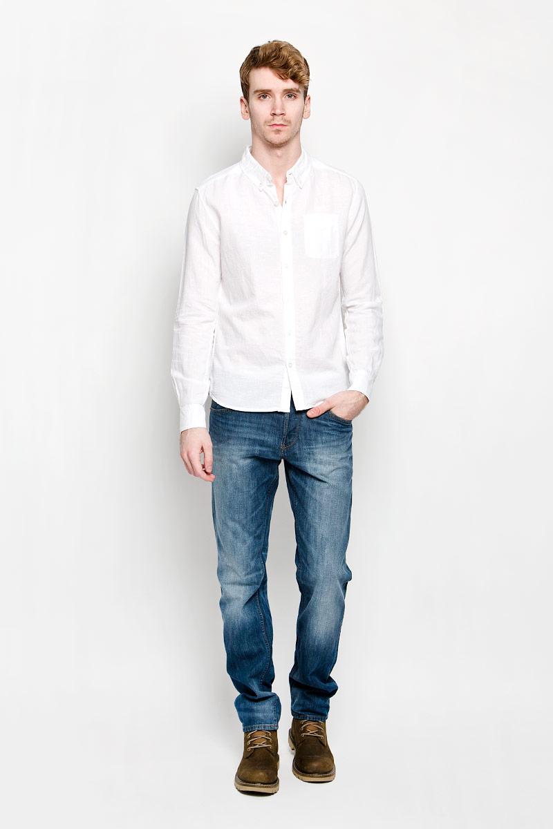 Рубашка мужская MeZaGuZ, цвет: белый. Dalton. Размер S (46)Dalton_Optical WhiteМодная мужская рубашка MeZaGuZ, изготовленная из хлопка и льна, прекрасно подойдет для повседневной носки. Изделие очень мягкое и приятное на ощупь, не сковывает движения и хорошо пропускает воздух. Рубашка с отложным воротником и длинными рукавами застегивается на пуговицы по всей длине. Манжеты на рукавах также имеют застежки-пуговицы. На груди расположен накладной карман. Изделие украшено вышитой надписью с названием бренда. Такая модель будет дарить вам комфорт в течение всего дня и станет стильным дополнением к вашему гардеробу.
