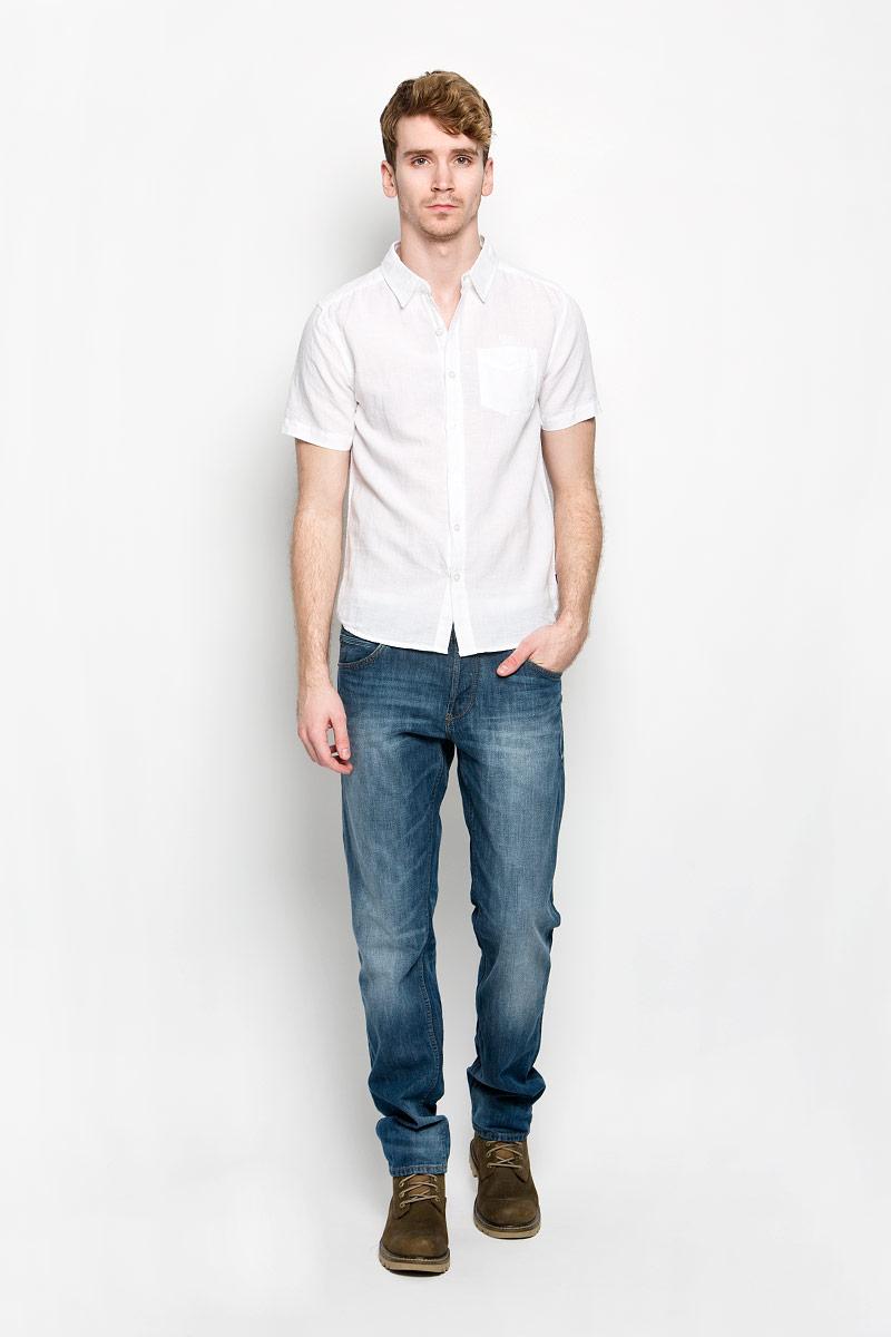 Рубашка мужская MeZaGuZ, цвет: белый. Cambodge. Размер S (46)Cambodge_Optical WhiteМодная мужская рубашка MeZaGuZ, изготовленная из хлопка и льна, прекрасно подойдет для повседневной носки. Изделие очень мягкое и приятное на ощупь, не сковывает движения и хорошо пропускает воздух. Рубашка с отложным воротником и короткими рукавами застегивается на пуговицы по всей длине. На груди расположен накладной карман. Изделие украшено вышитой надписью с названием бренда. Такая модель будет дарить вам комфорт в течение всего дня и станет стильным дополнением к вашему гардеробу.