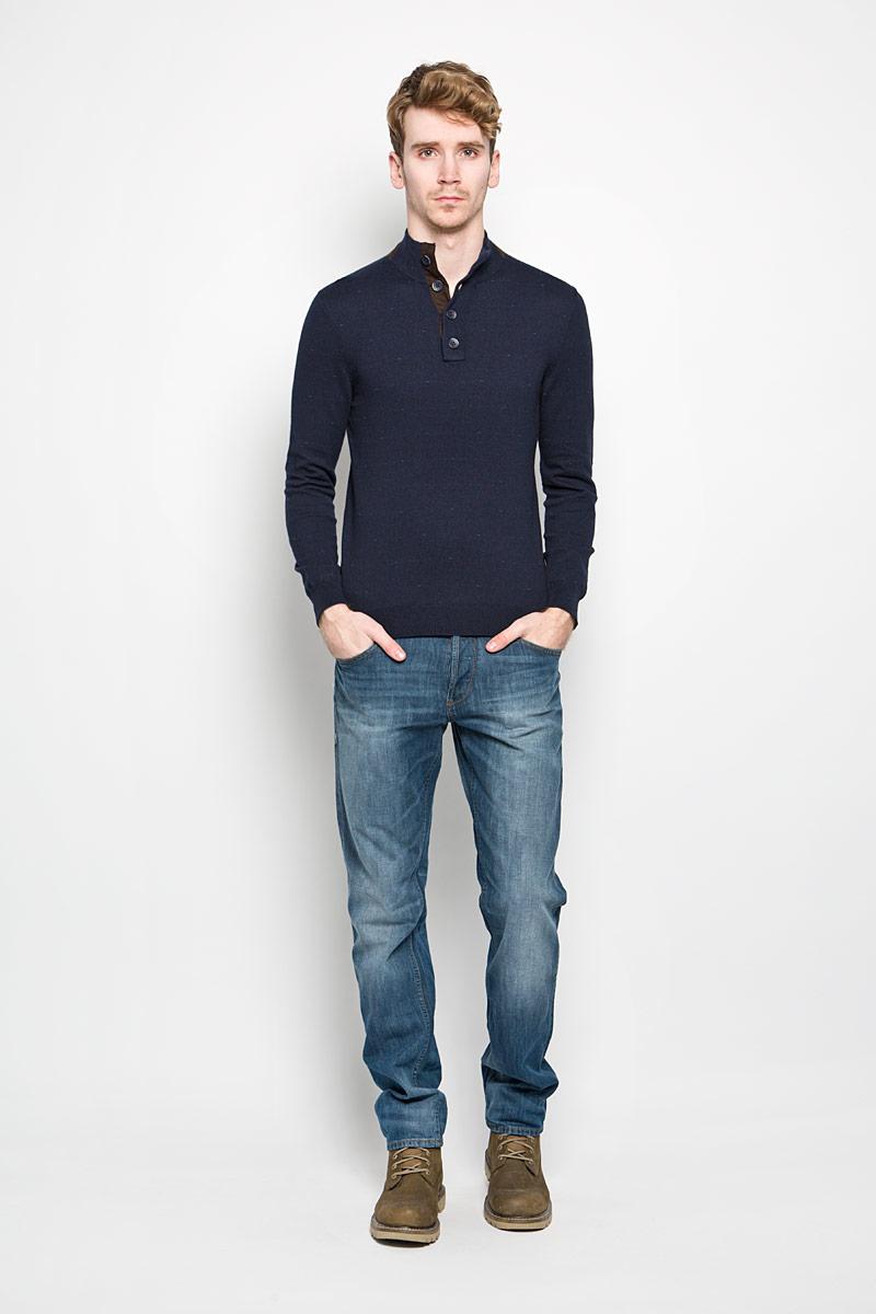 Джемпер мужской Baon, цвет: темно-синий, темно-коричневый. B636002. Размер L (50)B636002Стильный мужской джемпер Baon, выполненный из хлопка и полиэстера, приятный на ощупь, не сковывает движения, обеспечивая наибольший комфорт. Модель с небольшим воротником-стойкой и длинными рукавами спереди застегивается на четыре пуговицы. Манжеты и низ изделия связаны широкой резинкой, что предотвращает деформацию при носке. Этот модный джемпер станет отличным дополнением к вашему гардеробу.