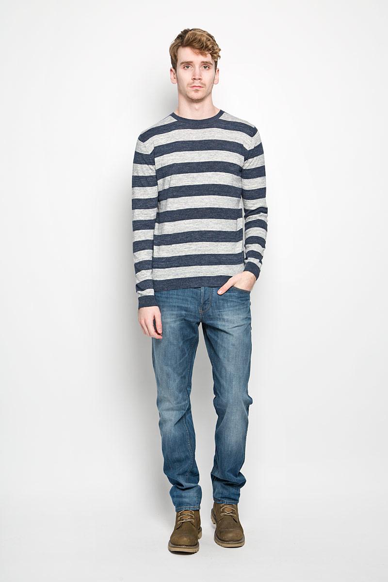 Джемпер мужской Tom Tailor, цвет: серый, темно-синий. 3021075.01.10_6593. Размер M (48)3021075.01.10_6593Стильный мужской джемпер Tom Tailor, изготовленный из хлопковой пряжи, не сковывает движения, обеспечивая наибольший комфорт. Модель с круглым вырезом горловины и длинными рукавами поможет вам создать стильный современный образ в стиле Casual. Низ, горловина и манжеты изделия связаны мелкой резинкой, что предотвращает деформацию при носке и препятствует проникновению холодного воздуха. Этот удобный и модный джемпер станет отличным дополнением к вашему гардеробу. В нем вы всегда будете чувствовать себя уютно в прохладное время года.