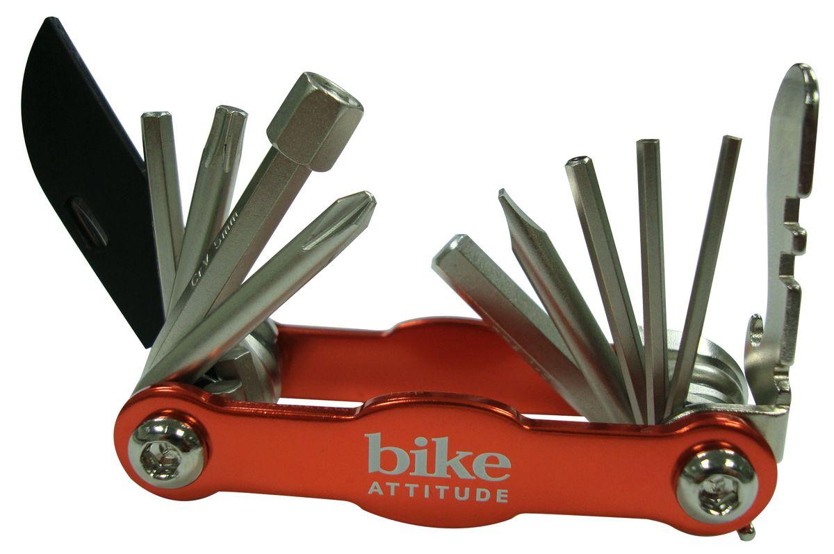 Мультитул Bike Attitude M101TPK. DTL0-MT110K-BA001DTL0-MT110K-BA001Мультитул Bike Attitude M101TPK ваш надежный помощник при ремонте в дороге. Он небольшой и компактный, незаменимая вещь при велопрогулках и в вашем хозяйстве. В набор входят 15 ключей разного размера. Bike Attitude – тайваньский производитель велосипедных аксессуаров, огромный ассортимент велоаксессуаров и велозапчастей.Размеры ключей: 2 мм, 2,5 мм, 3 мм, 4 мм, 5 мм, 6 мм, 8 мм, отвертка плоская, отвертка крестовая, отвертка phillips, торкс ключ T25, нож, открывалка для бутылок.