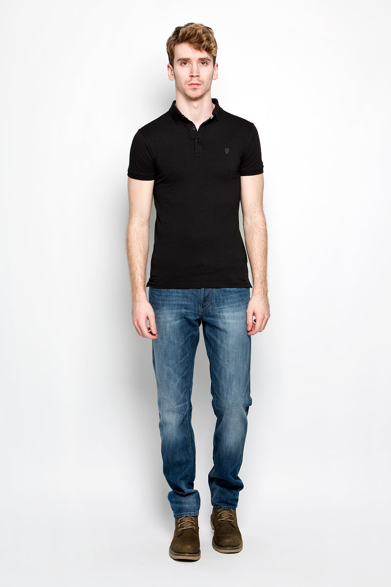 Поло мужское MeZaGuZ, цвет: черный. Pariel. Размер L (50)Pariel_BlackМужская футболка MeZaGuZ, изготовленная из эластичного хлопка с добавлением вискозы, станет стильным дополнением к вашему гардеробу. Материал изделия мягкий и приятный на ощупь, не сковывает движения и хорошо пропускает воздух.Футболка-поло с отложным воротником и короткими рукавами застегивается сверху на три пуговицы. Воротник и края рукавов выполнены из трикотажной резинки. По бокам предусмотрены разрезы. Изделие украшено на груди металлической нашивкой с фирменным логотипом, на рукаве - текстильной. Такая модель отлично подойдет для повседневной носки и подарит вам комфорт в течение всего дня!