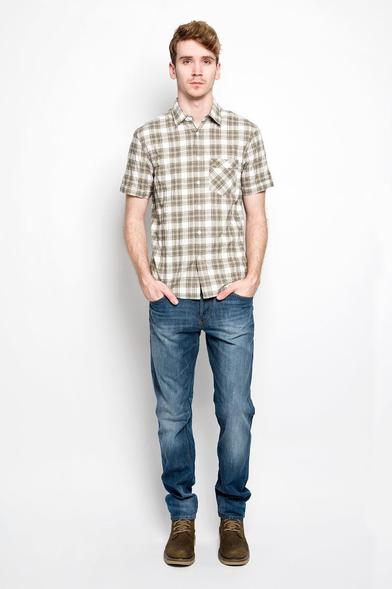 Рубашка мужская F5, цвет: белый, серый, оливковый. 150235/7151. Размер L (50)150235/7151Мужская рубашка F5, выполненная из натурального хлопка, прекрасно подойдет для повседневной носки. Материал очень легкий, мягкий и приятный на ощупь, не сковывает движения и позволяет коже дышать. Рубашка классического кроя с отложным воротником и короткими рукавами застегивается на пуговицы по всей длине. На груди предусмотрен накладной карман, который украшен вышивкой с названием бренда. Низ изделия имеет округлую форму. Такая модель будет дарить вам комфорт в течение всего дня и станет стильным дополнением к вашему гардеробу.