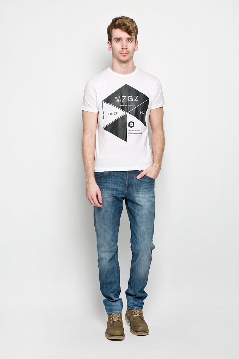 Футболка мужская MeZaGuZ, цвет: белый, черный. Theboy/OPTWHITEA. Размер L (50)Theboy/OPTWHITEAСтильная мужская футболка MeZaGuZ выполнена из натурального хлопка. Материал очень мягкий и приятный на ощупь, обладает высокой воздухопроницаемостью и гигроскопичностью, позволяет коже дышать. Модель прямого кроя с круглым вырезом горловины и короткими рукавами. Горловина обработана трикотажной резинкой, которая предотвращает деформацию после стирки и во время носки. Футболка дополнена оригинальным принтом в виде надписей на английском языке.Такая модель подарит вам комфорт в течение всего дня и послужит замечательным дополнением к вашему гардеробу.